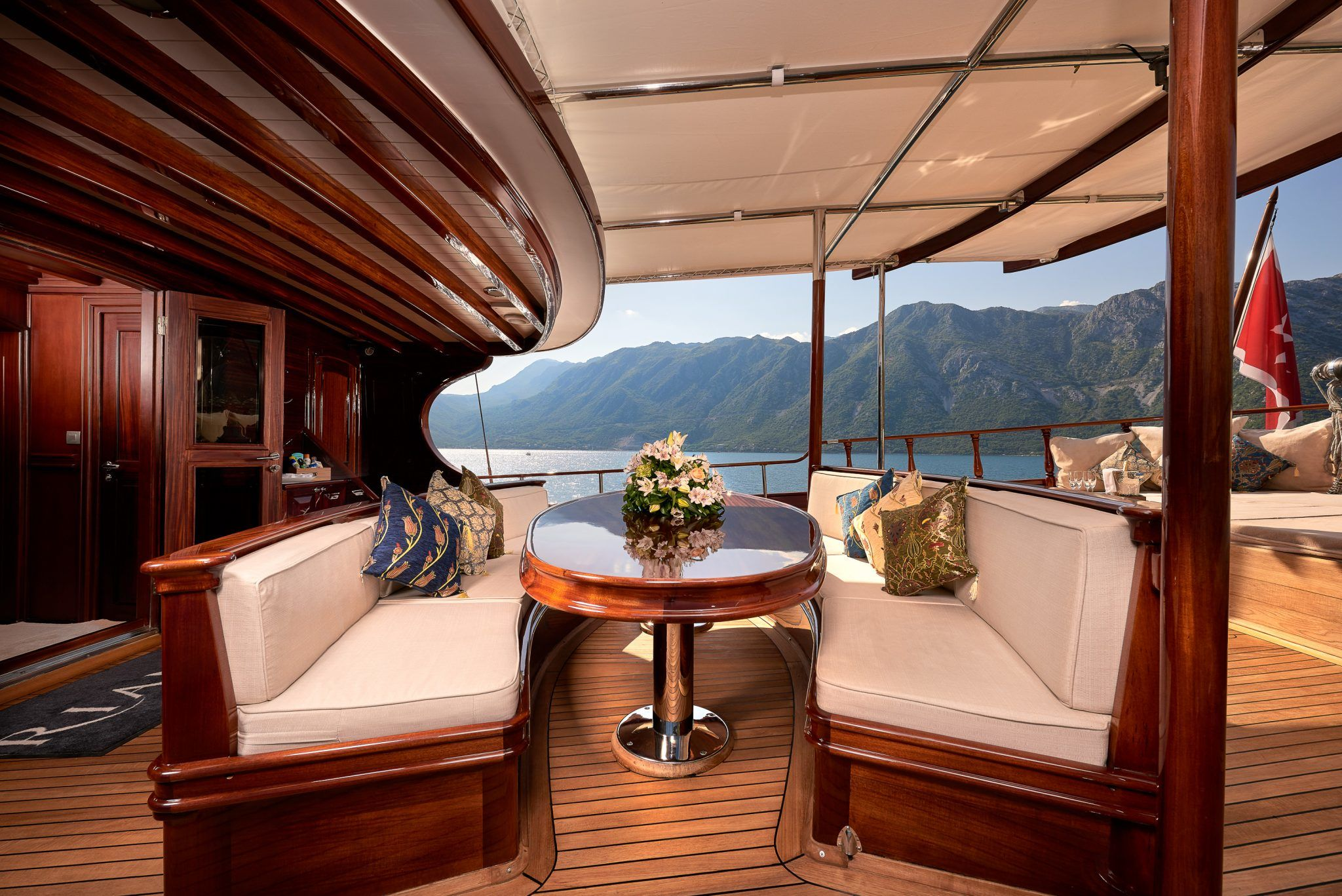 S/Y RIANA Yacht for Charter patio