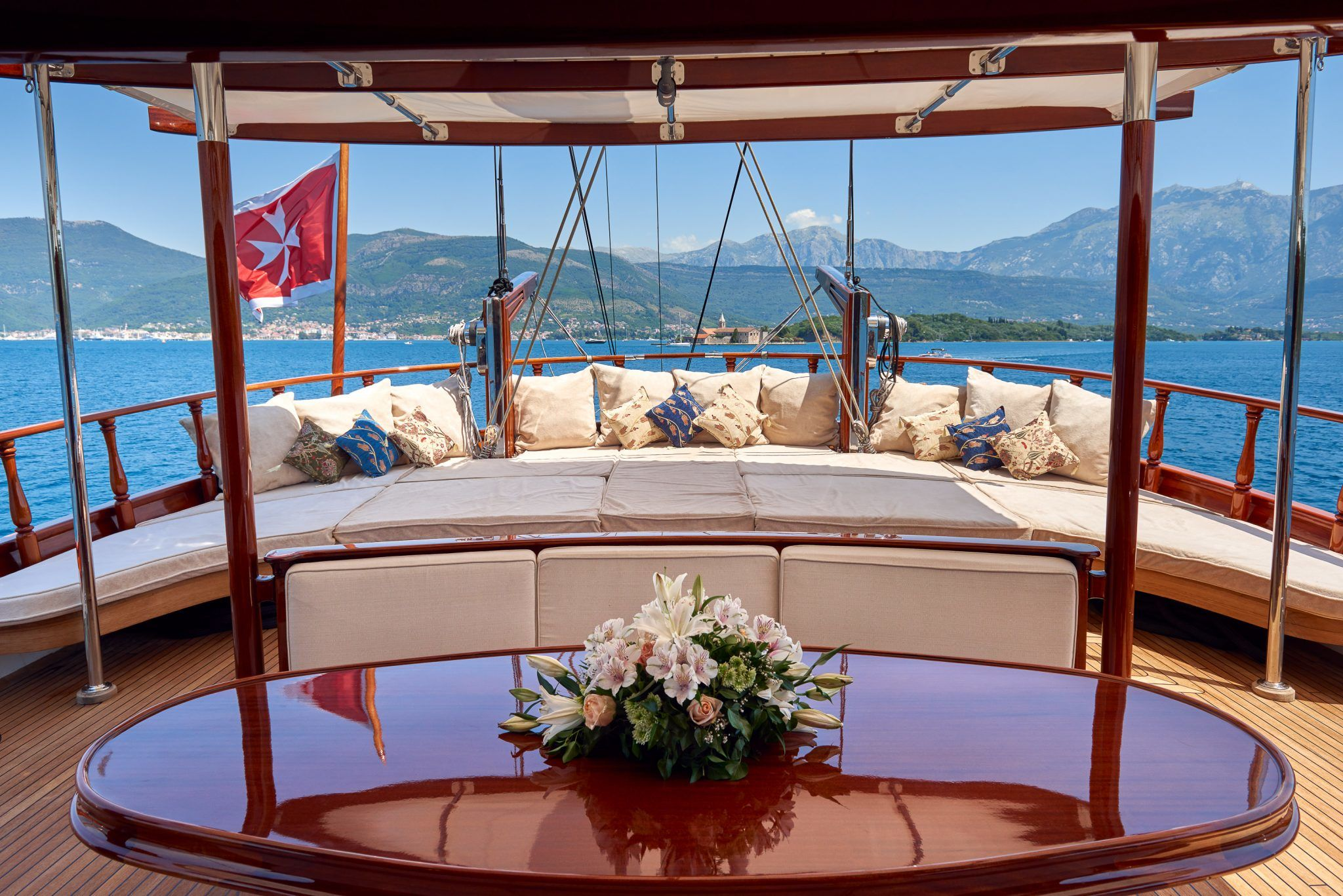 S/Y RIANA Yacht for Charter bow deck
