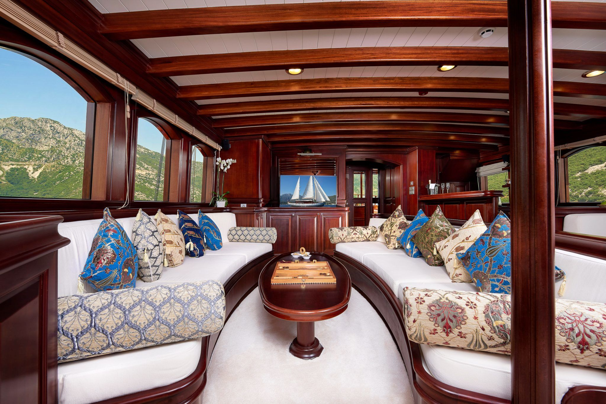 S/Y RIANA Yacht for Charter lounge