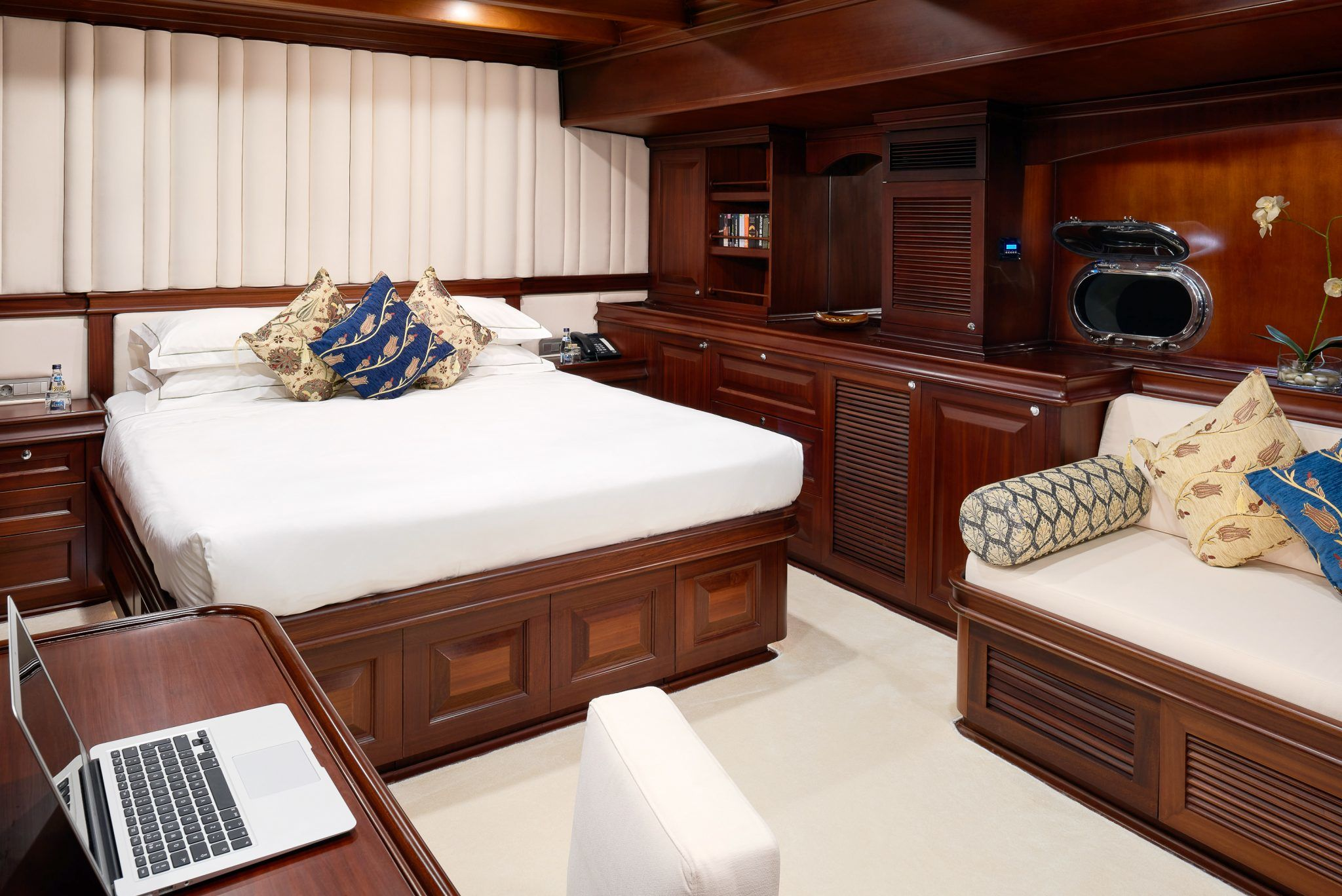 S/Y RIANA Yacht for Charter bedroom