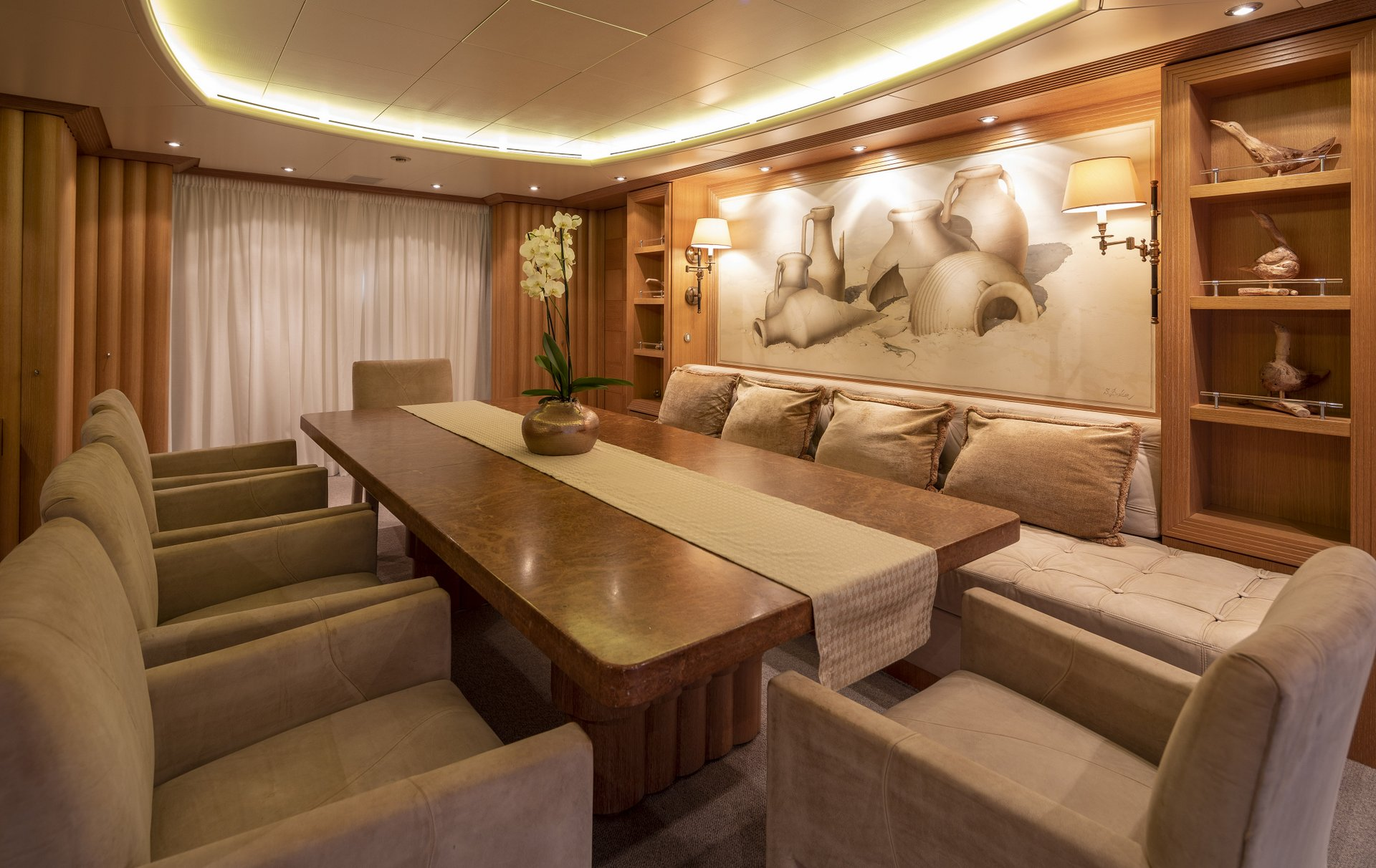 m/y alexandra yacht for charter dining table