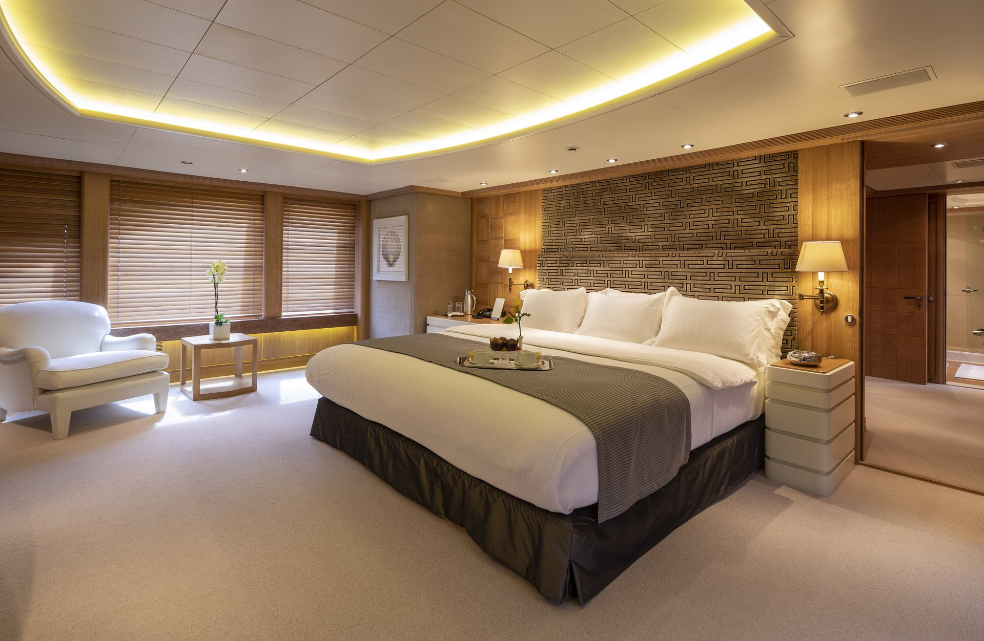 m/y alexandra yacht for charter mastersuite
