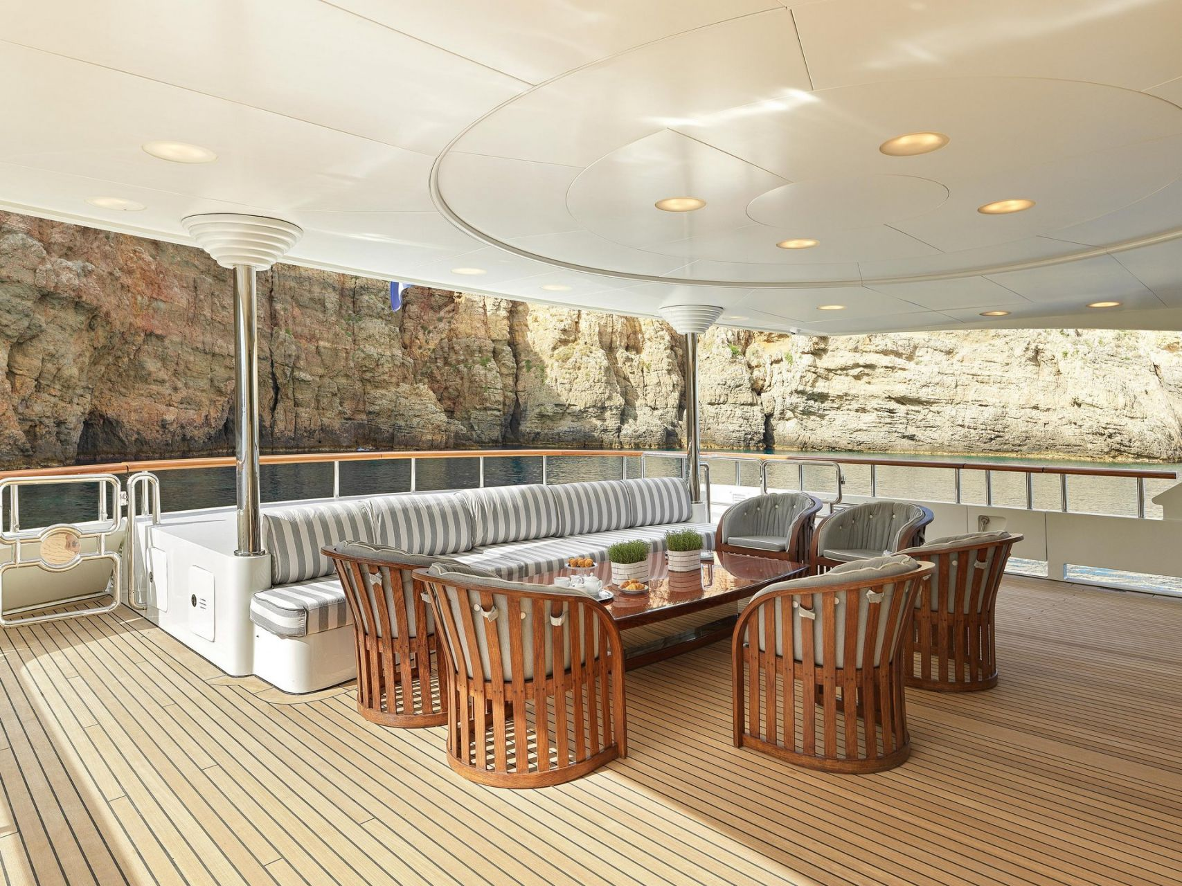 m/y alexandra yacht for charter alfresco dining space