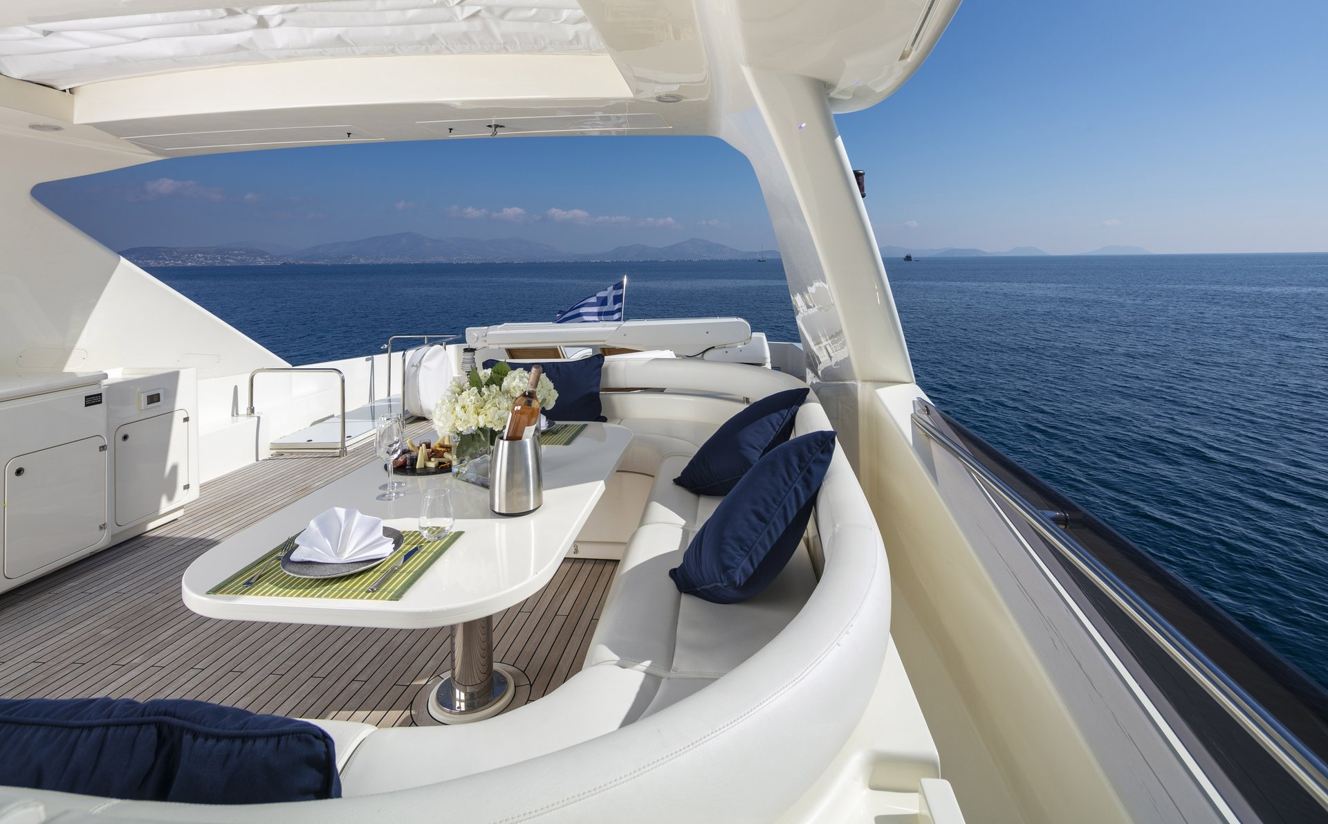 m/y astarte yacht for charter alfresco dining