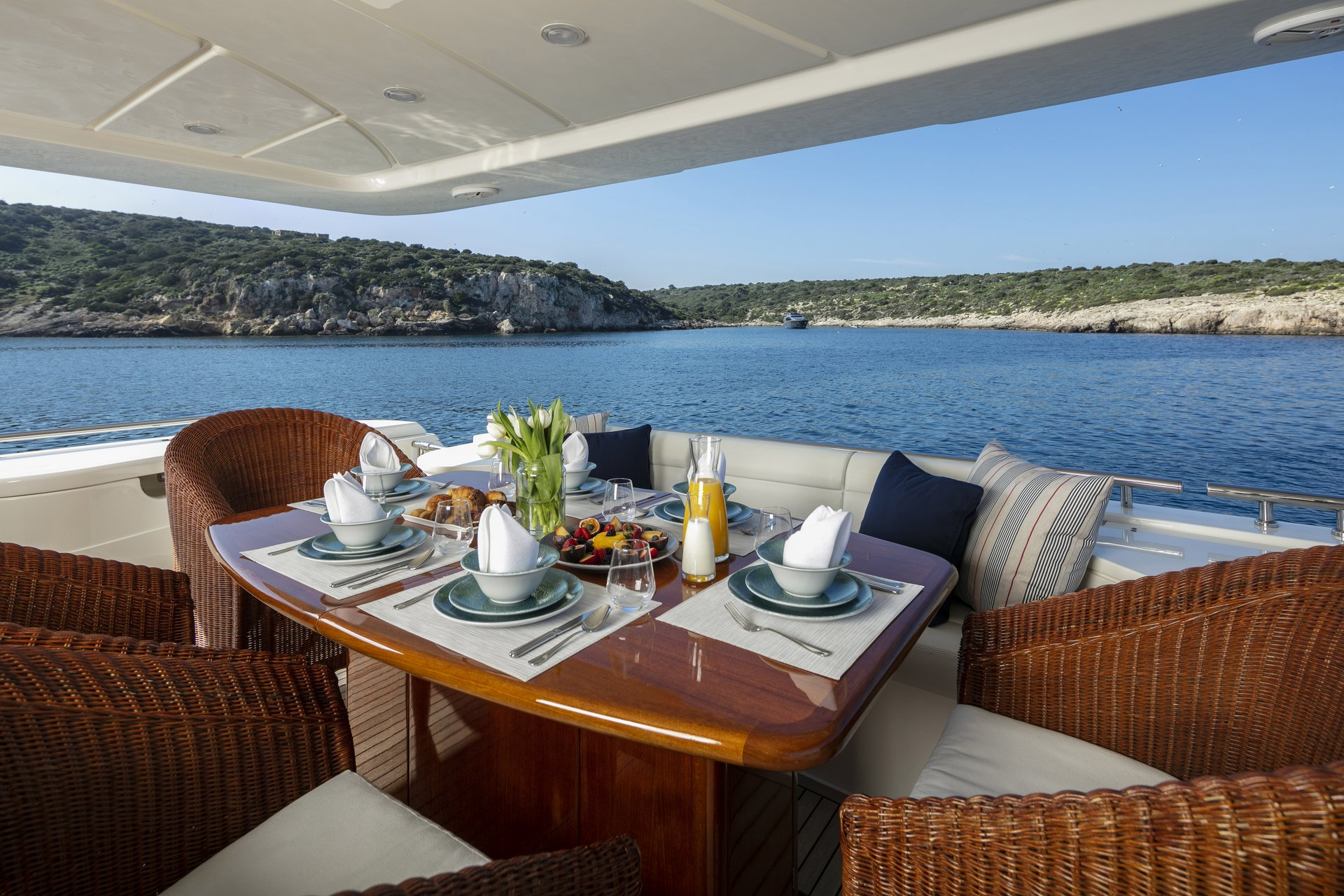 m/y astarte yacht for charter set breakfast table