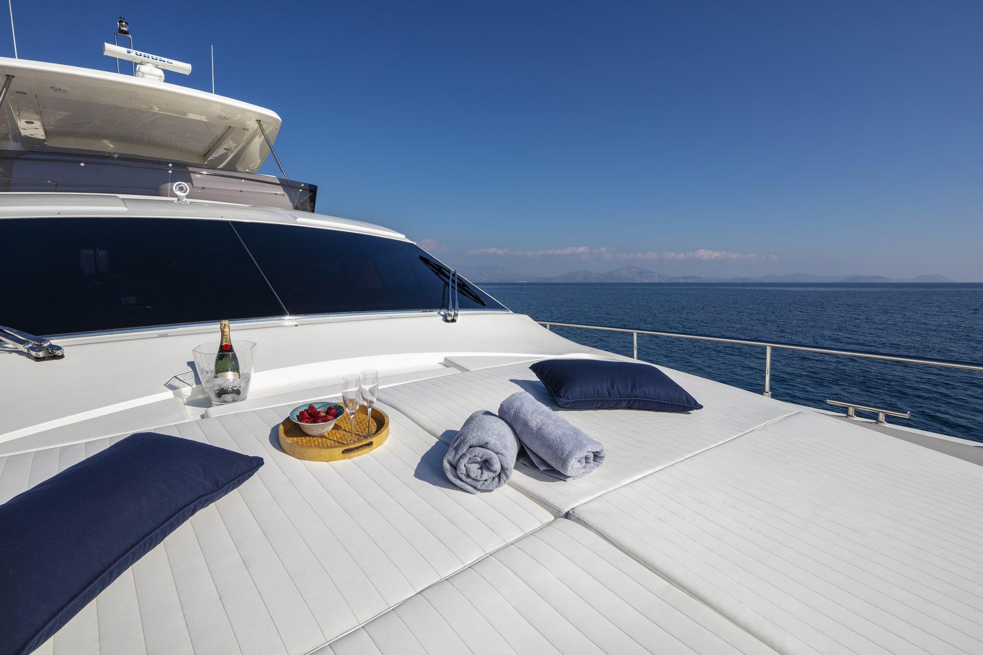 m/y astarte yacht for charter sundeck