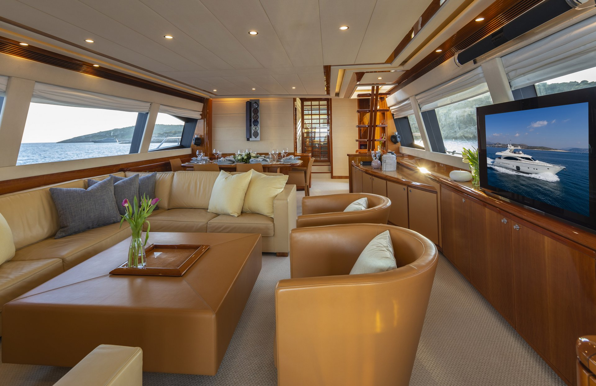 m/y astarte yacht for charter living room