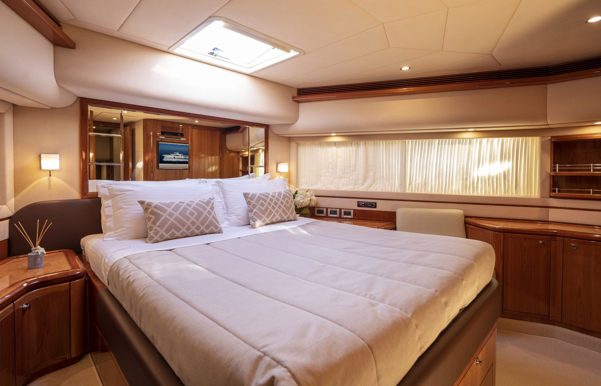 m/y astarte yacht for charter double bed cabin