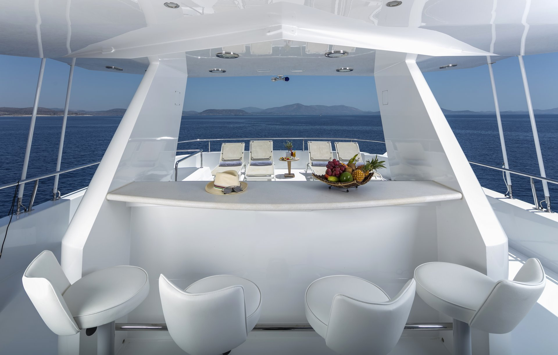 m/y endless summer yacht for charter deck bar