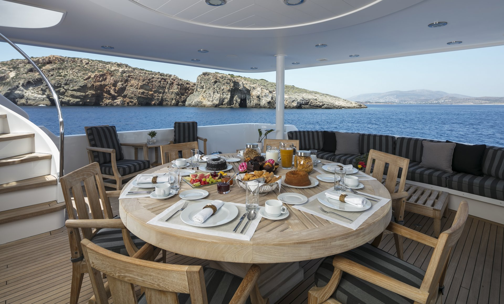 m/y endless summer yacht for charter alfresco dining
