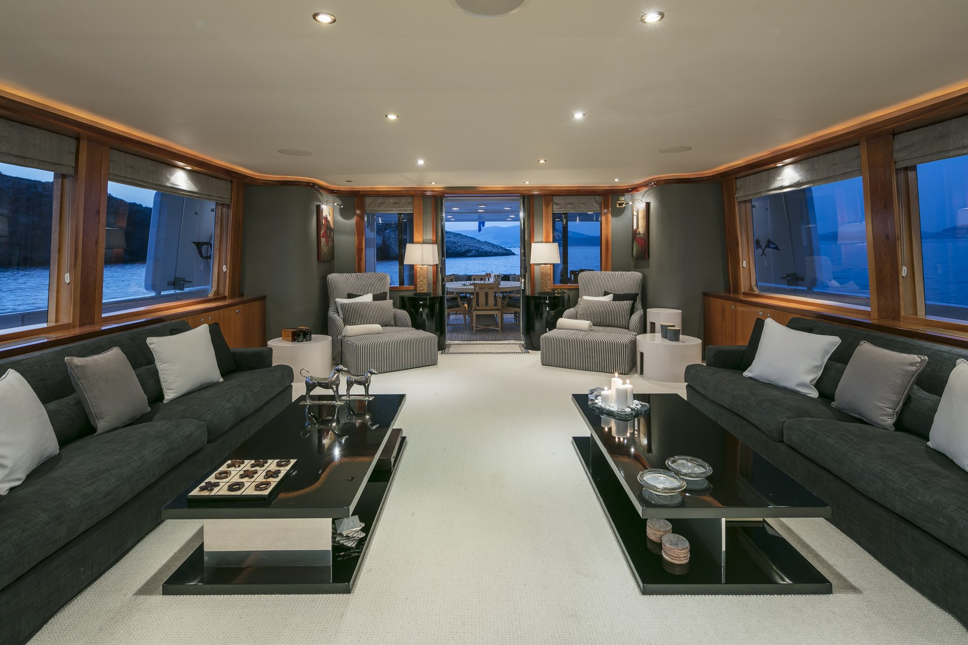 m/y endless summer yacht for charter sofas