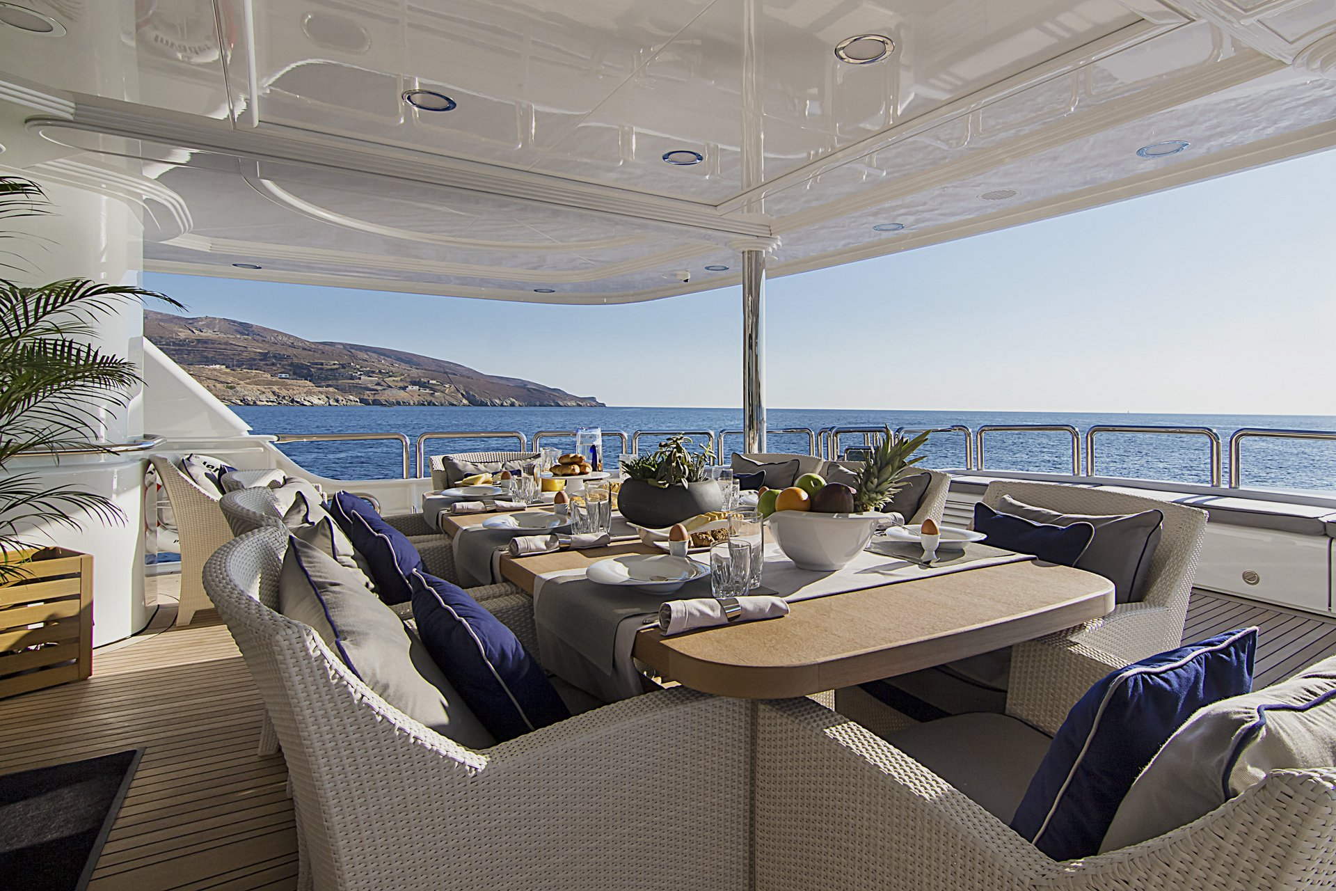 m/y invader yacht for charter outdoor breakfast