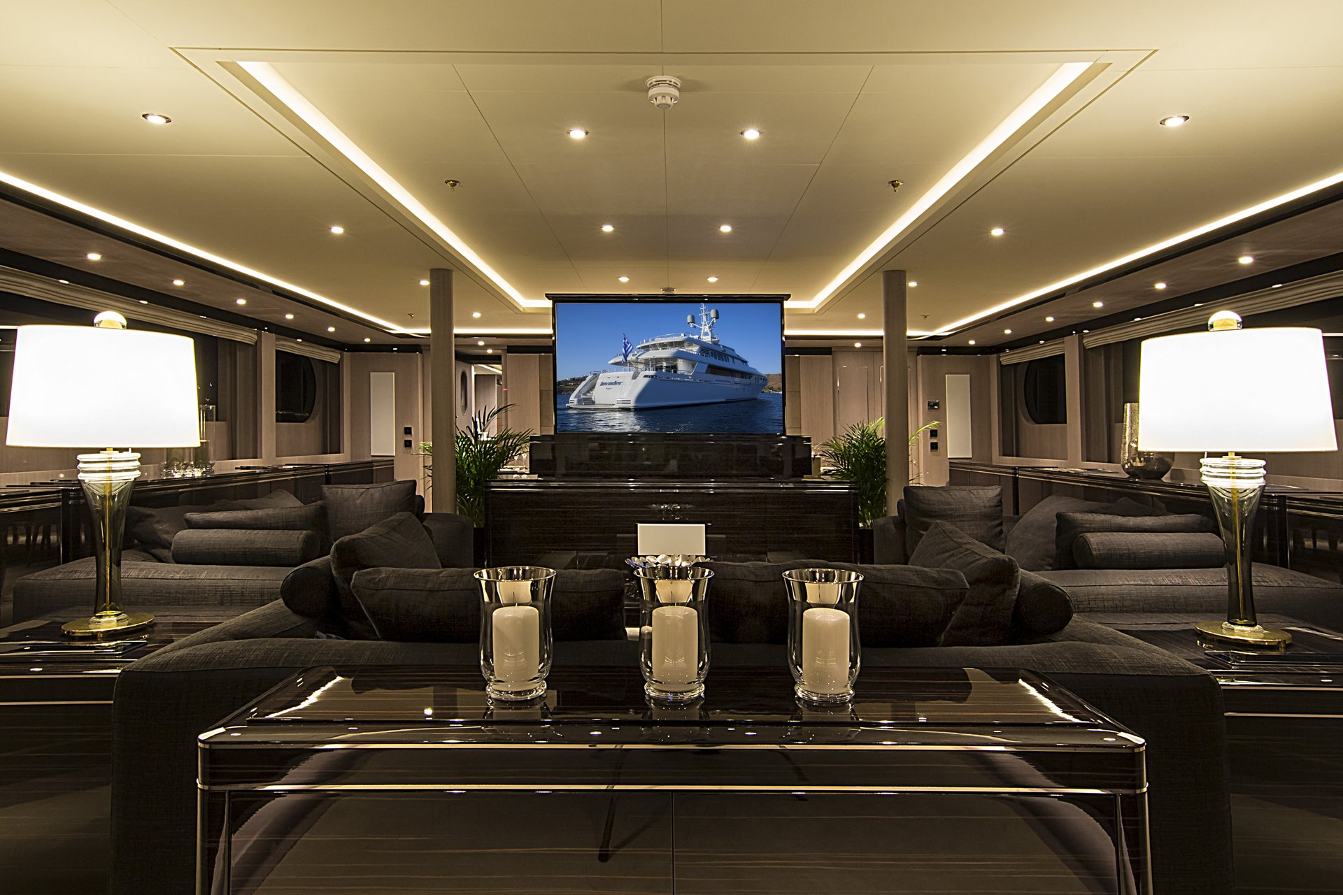 m/y invader yacht for charter living room