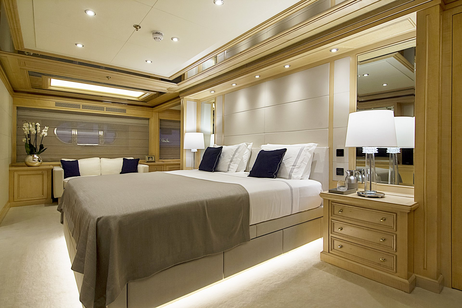 m/y invader yacht for charter luxury cabin