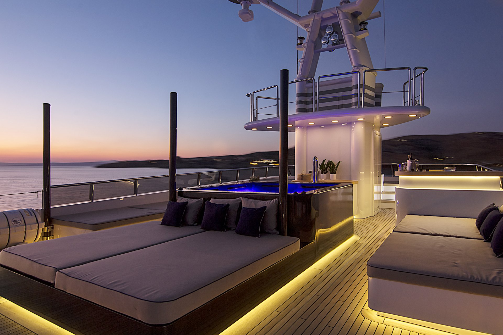 m/y invader yacht for charter sundeck