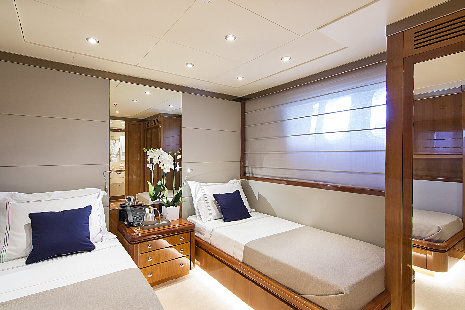 m/y invader yacht for charter twin cabin