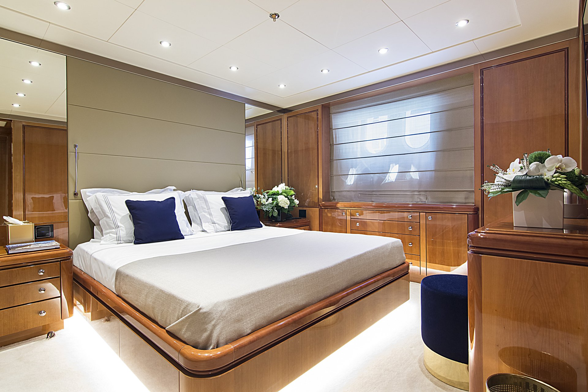 m/y invader yacht for charter queen bed