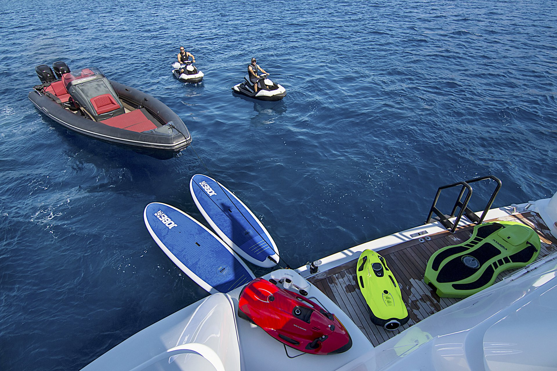 m/y invader yacht for charter watertoys