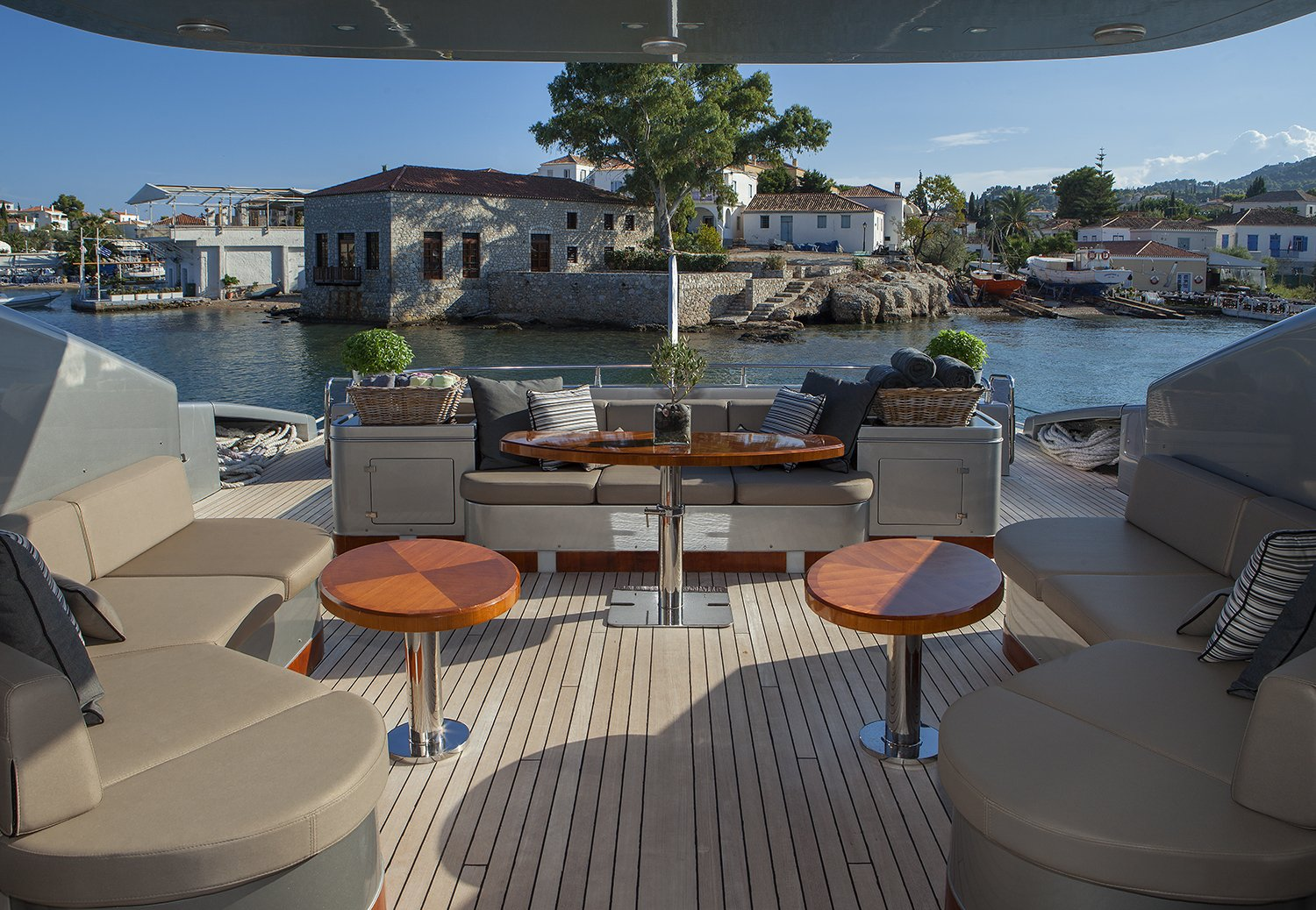 M/Y MY TOY yacht for charter deck space