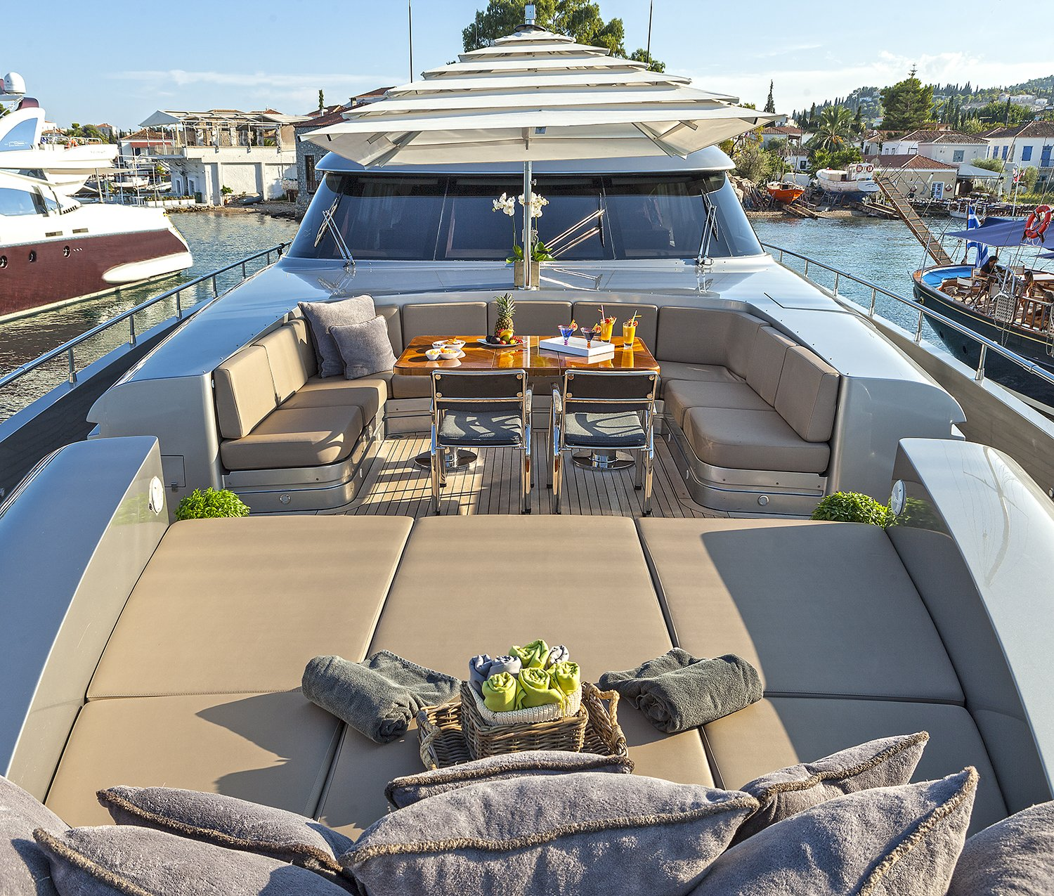 M/Y MY TOY yacht for charter alfresco dining table