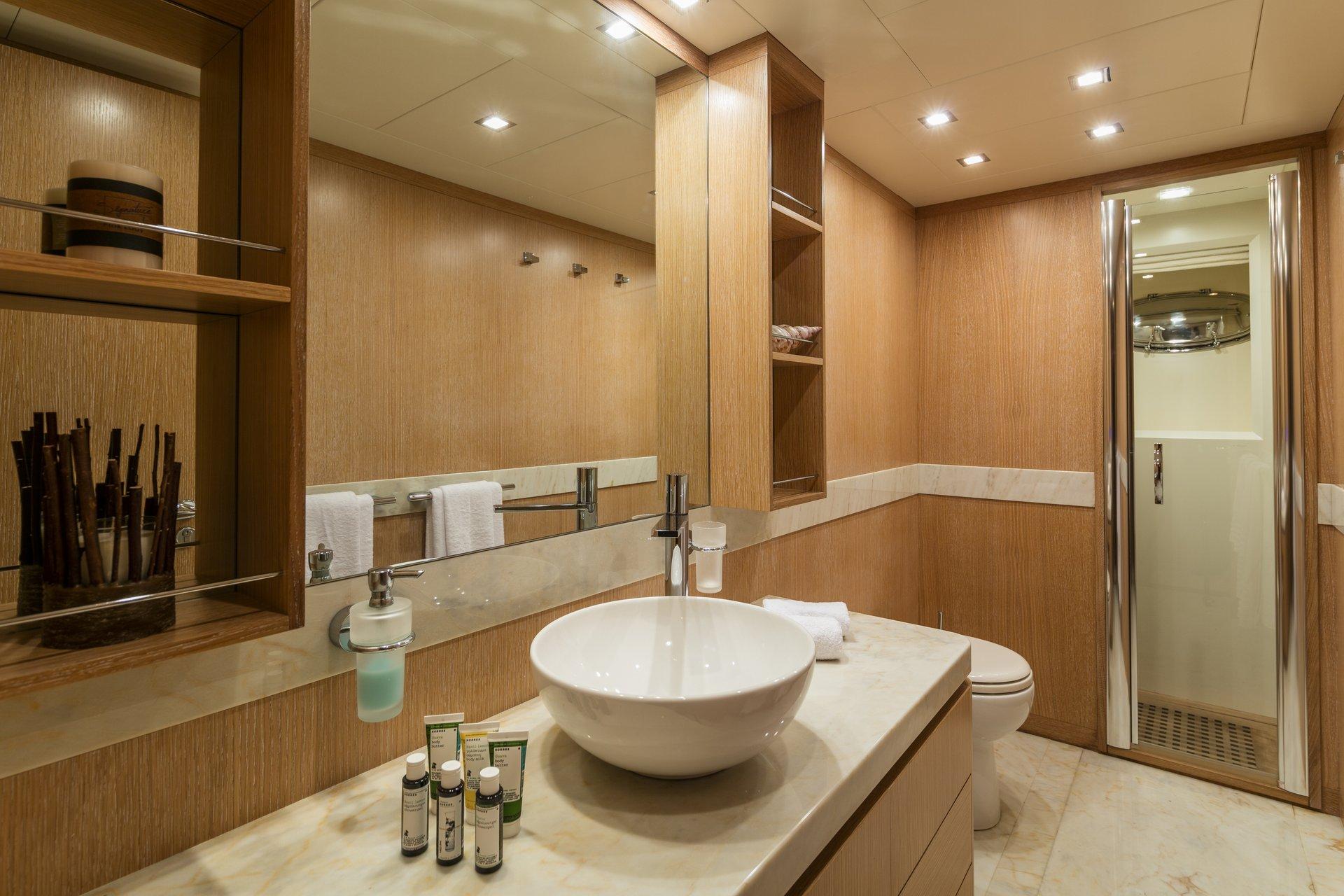 M/Y Mythos yacht for sale bathroom