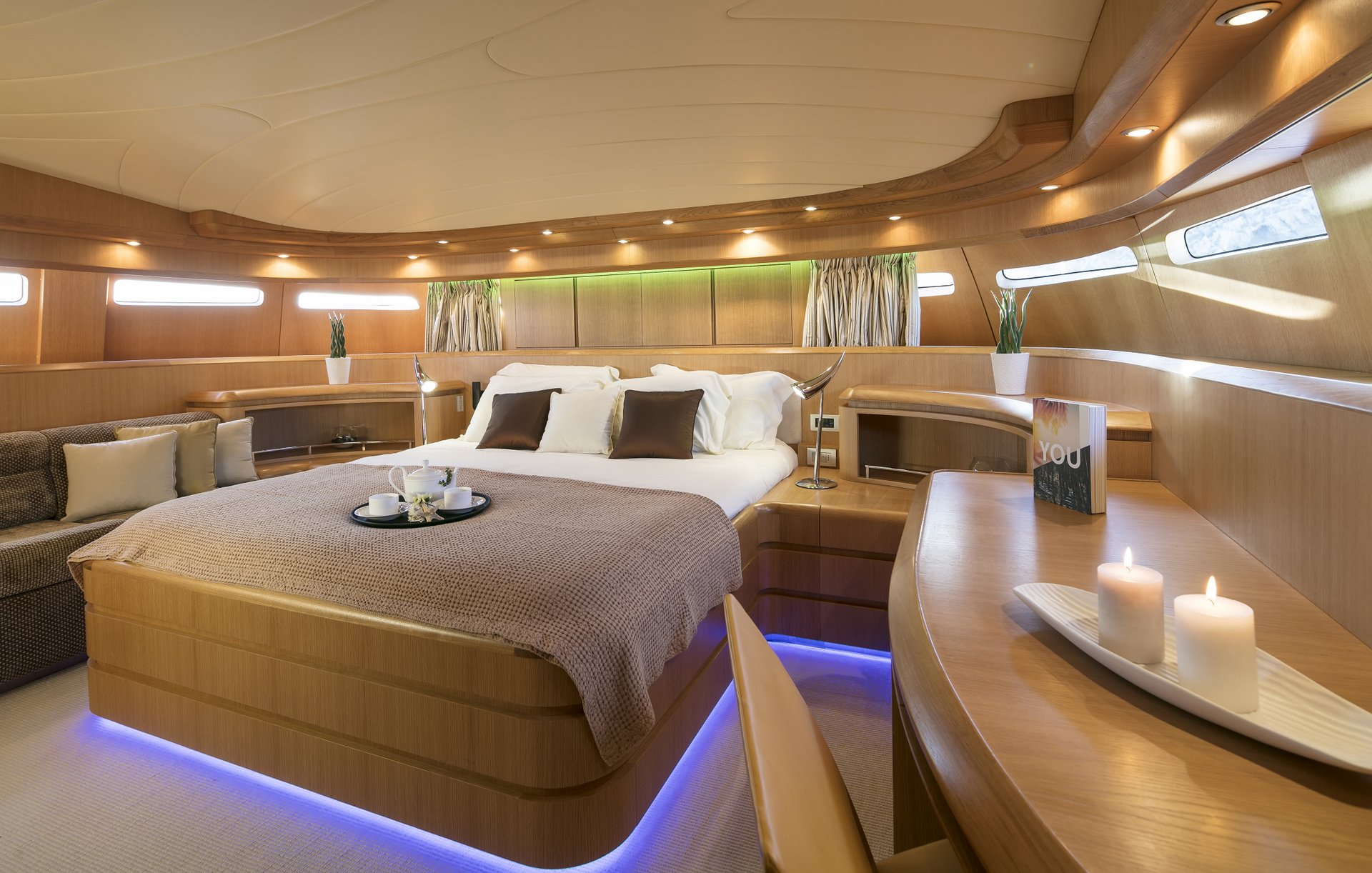 M/Y PARIS A yacht for charter stateroom