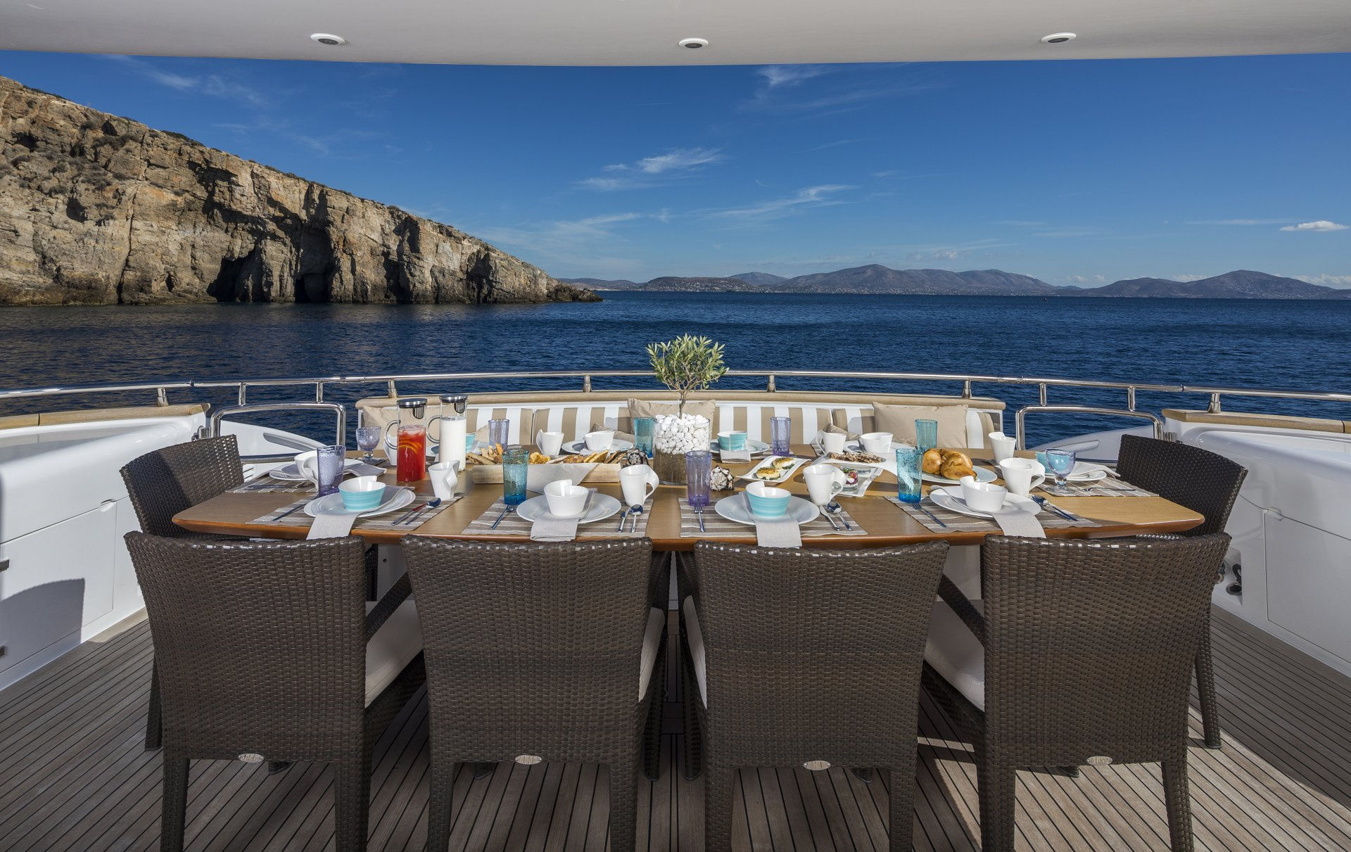 M/Y PARIS A yacht for charter outdoor dining