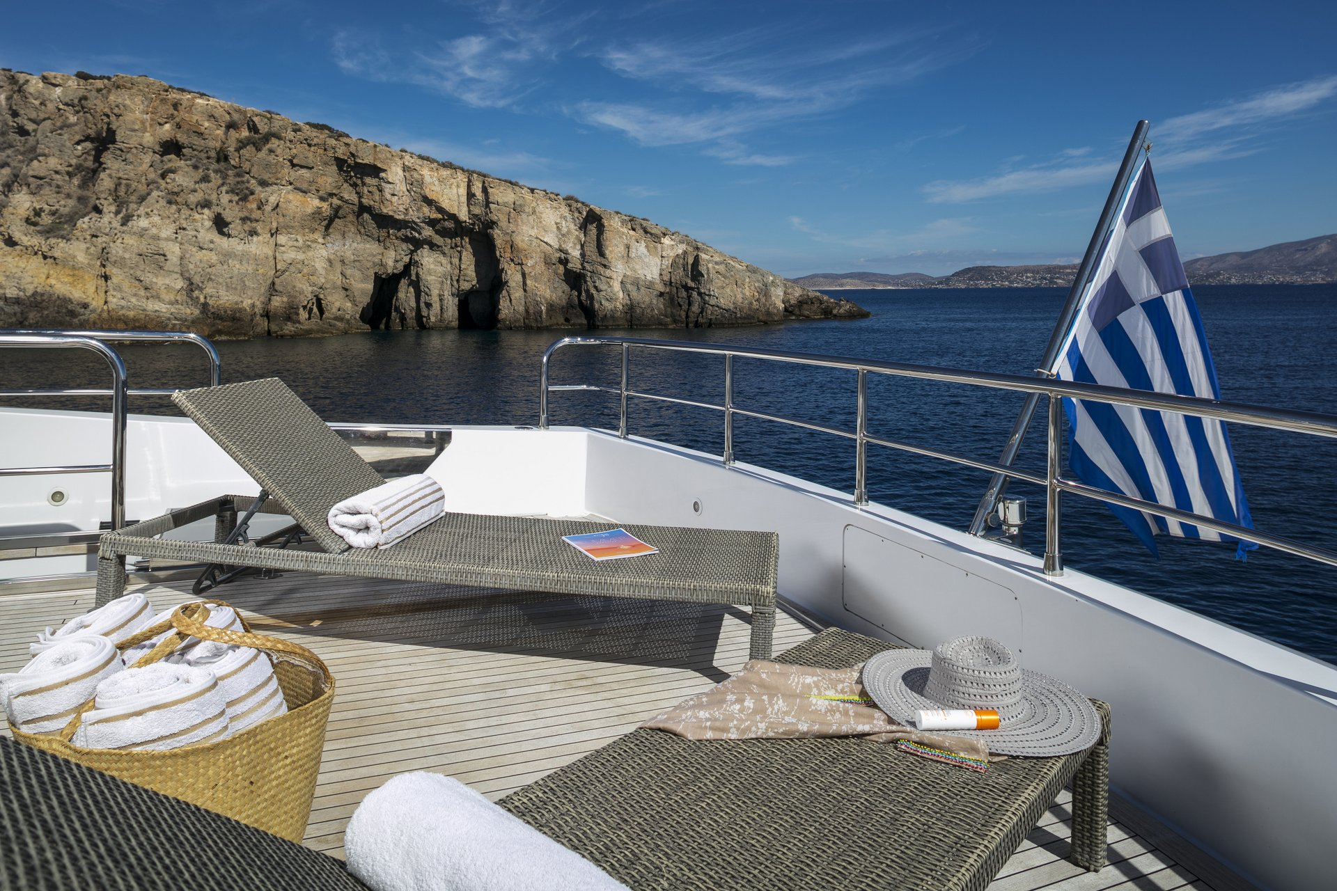 M/Y PARIS A yacht for charter end of deck