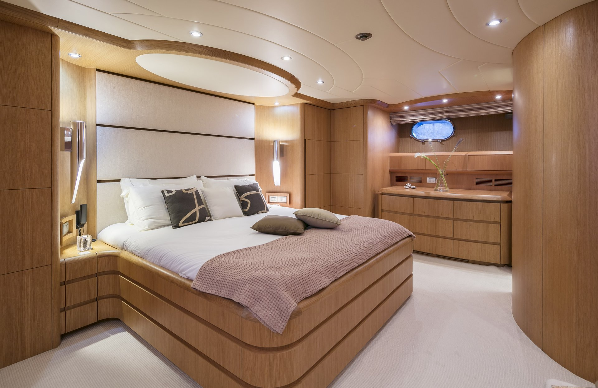 M/Y PARIS A yacht for charter double cabin