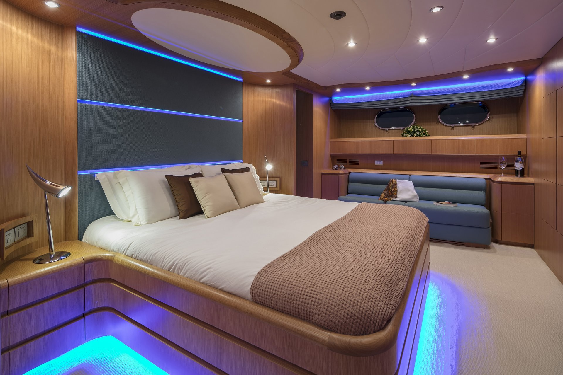M/Y PARIS A yacht for charter double cabin neons