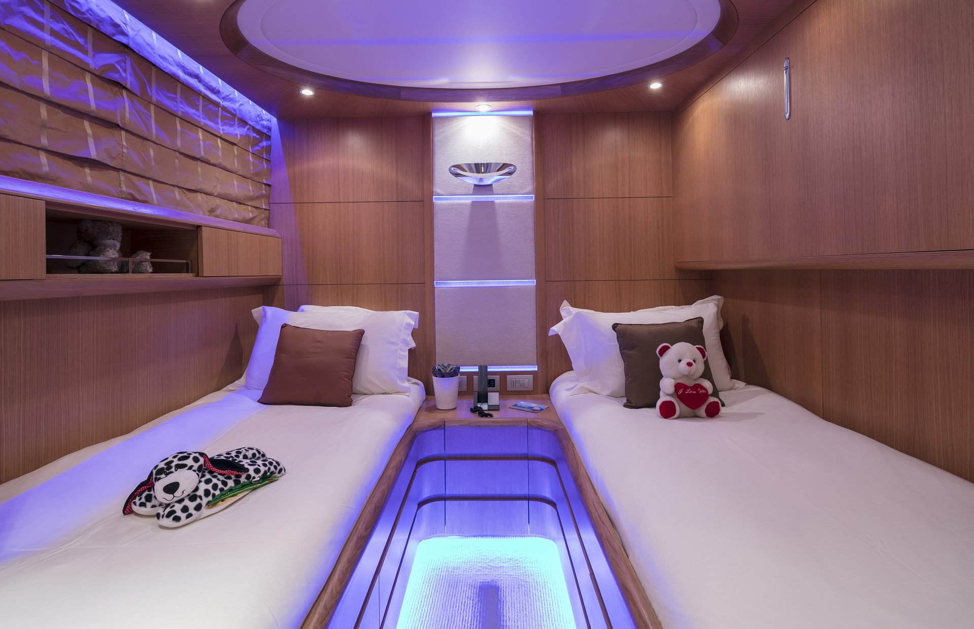 M/Y PARIS A yacht for charter twin cabin