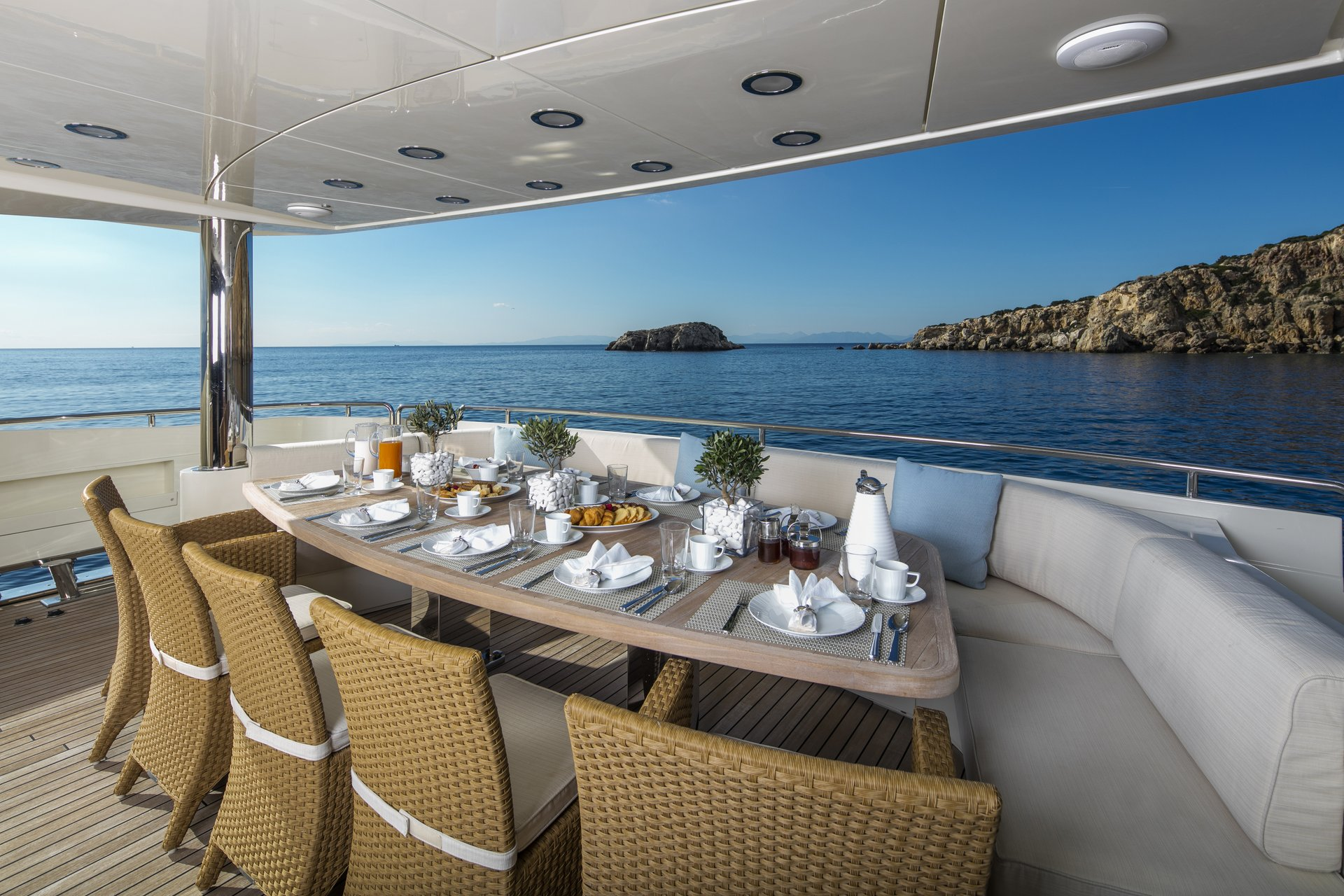 M/Y RINI yacht for charter deck dining