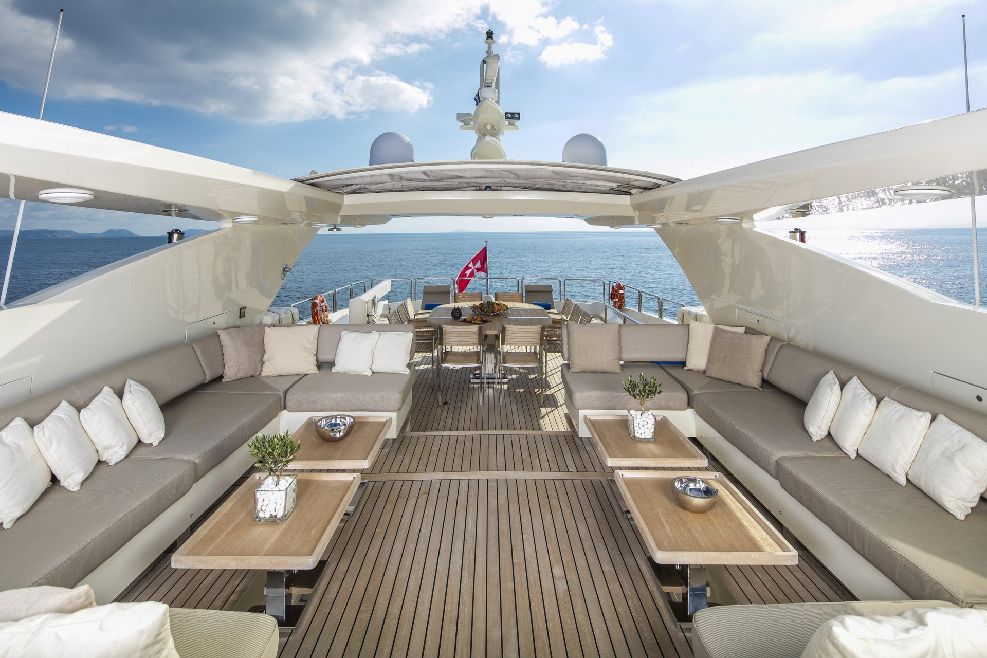 M/Y RINI yacht for charter deck lounge