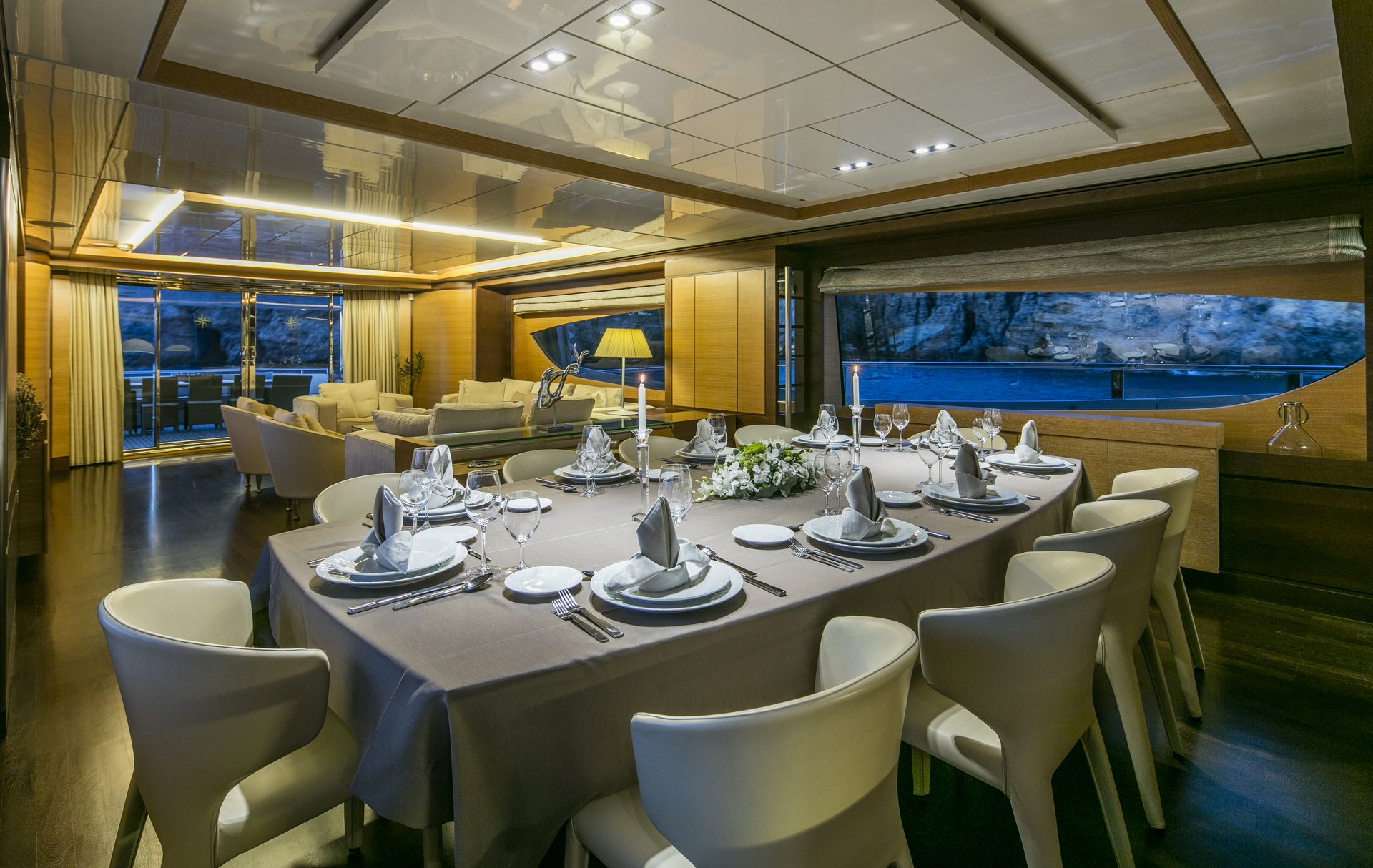 M/Y RINI yacht for charter indoor dining
