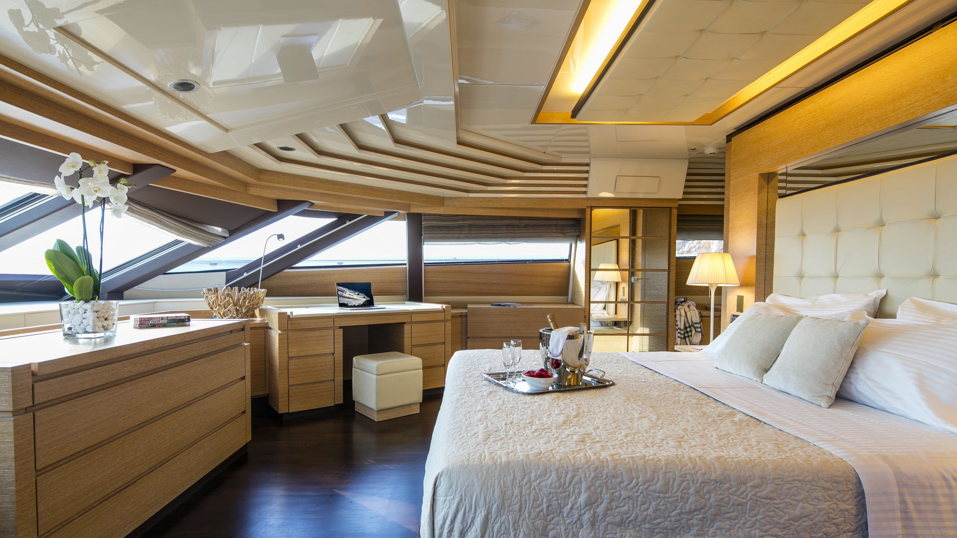 M/Y RINI yacht for charter master suite bed