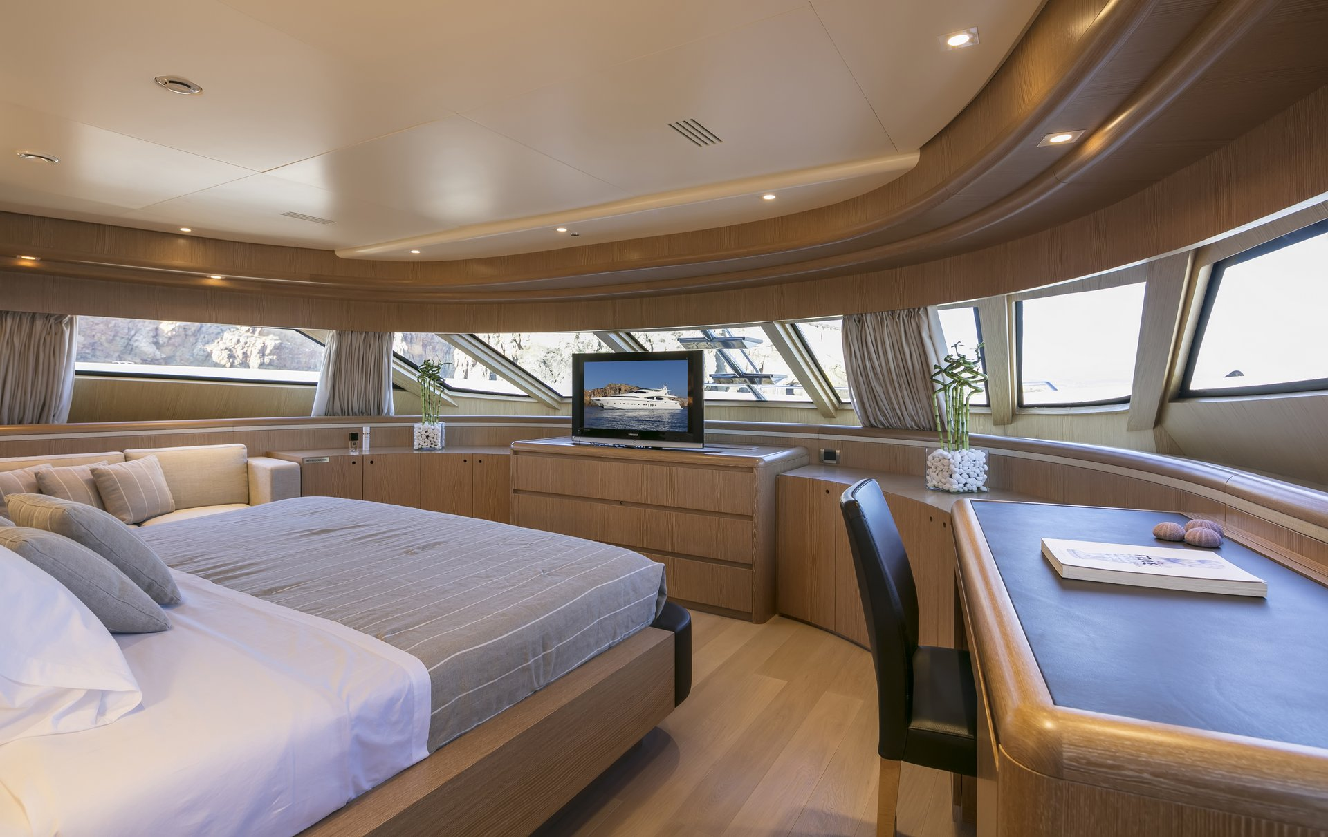 M/Y RINI V yacht for charter master bedroom