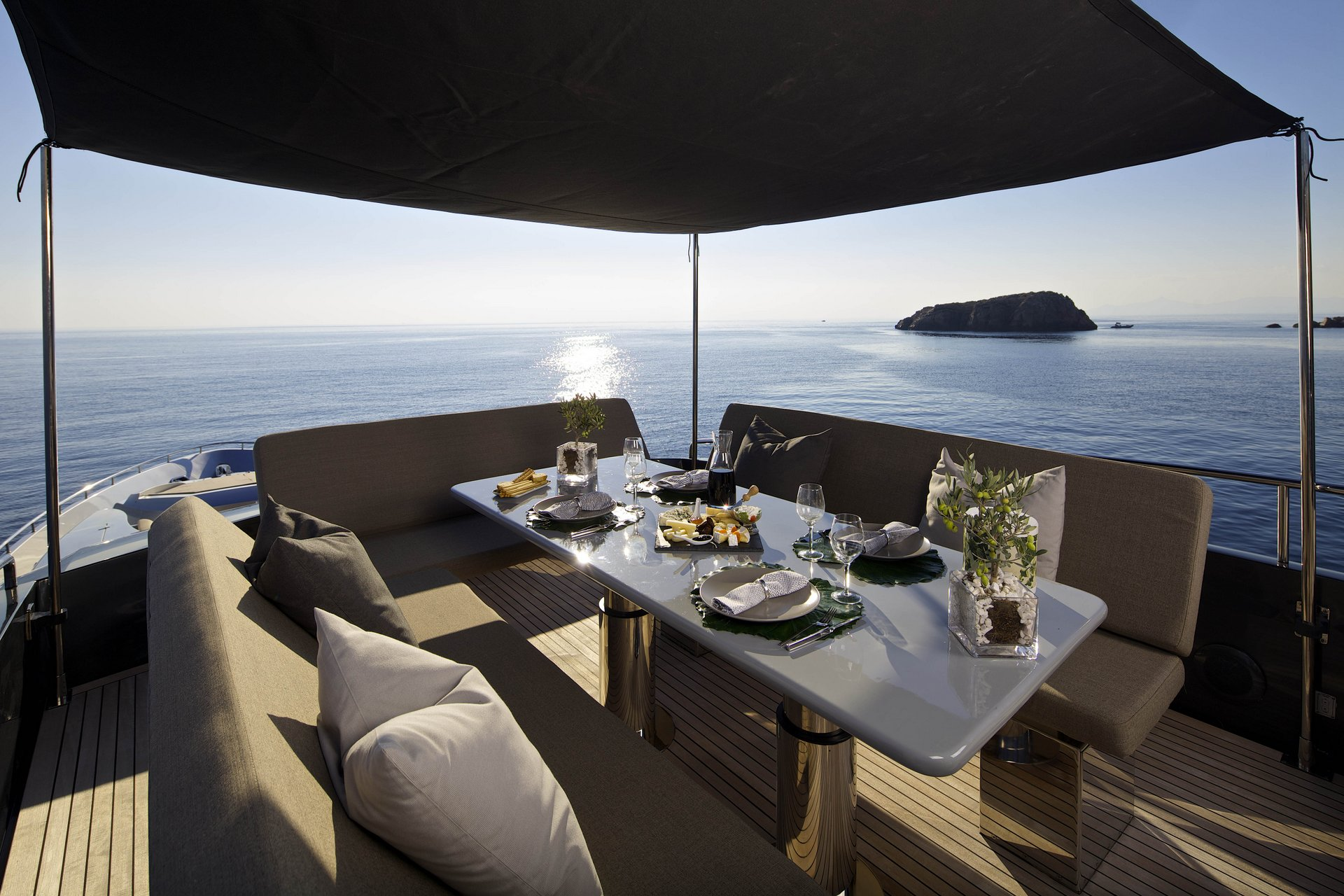 M/Y SOLARIS yacht for charter alfresco dining