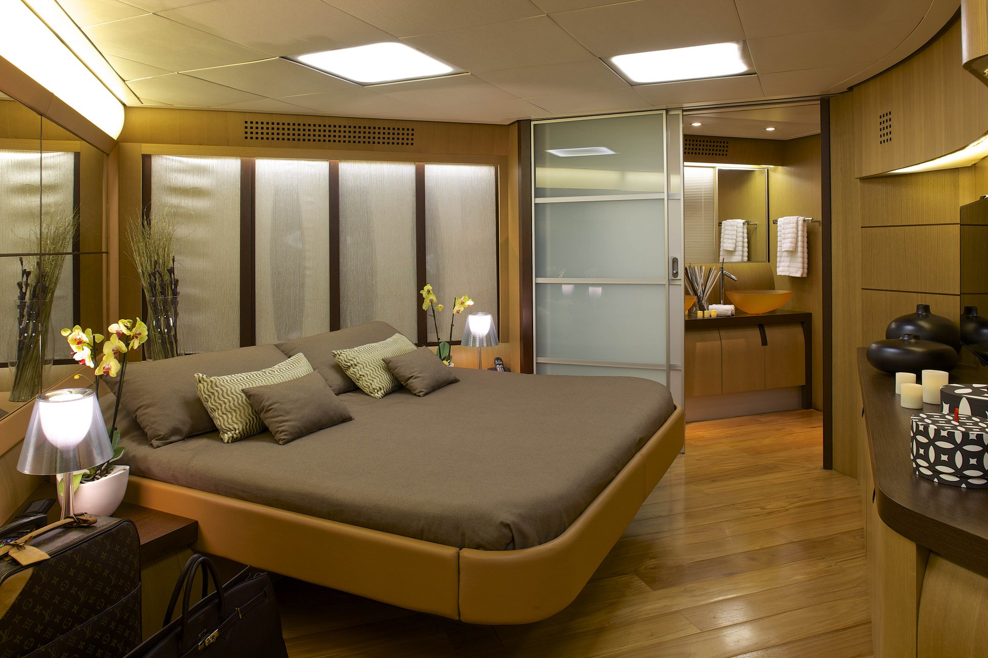 M/Y SOLARIS yacht for charter master suite