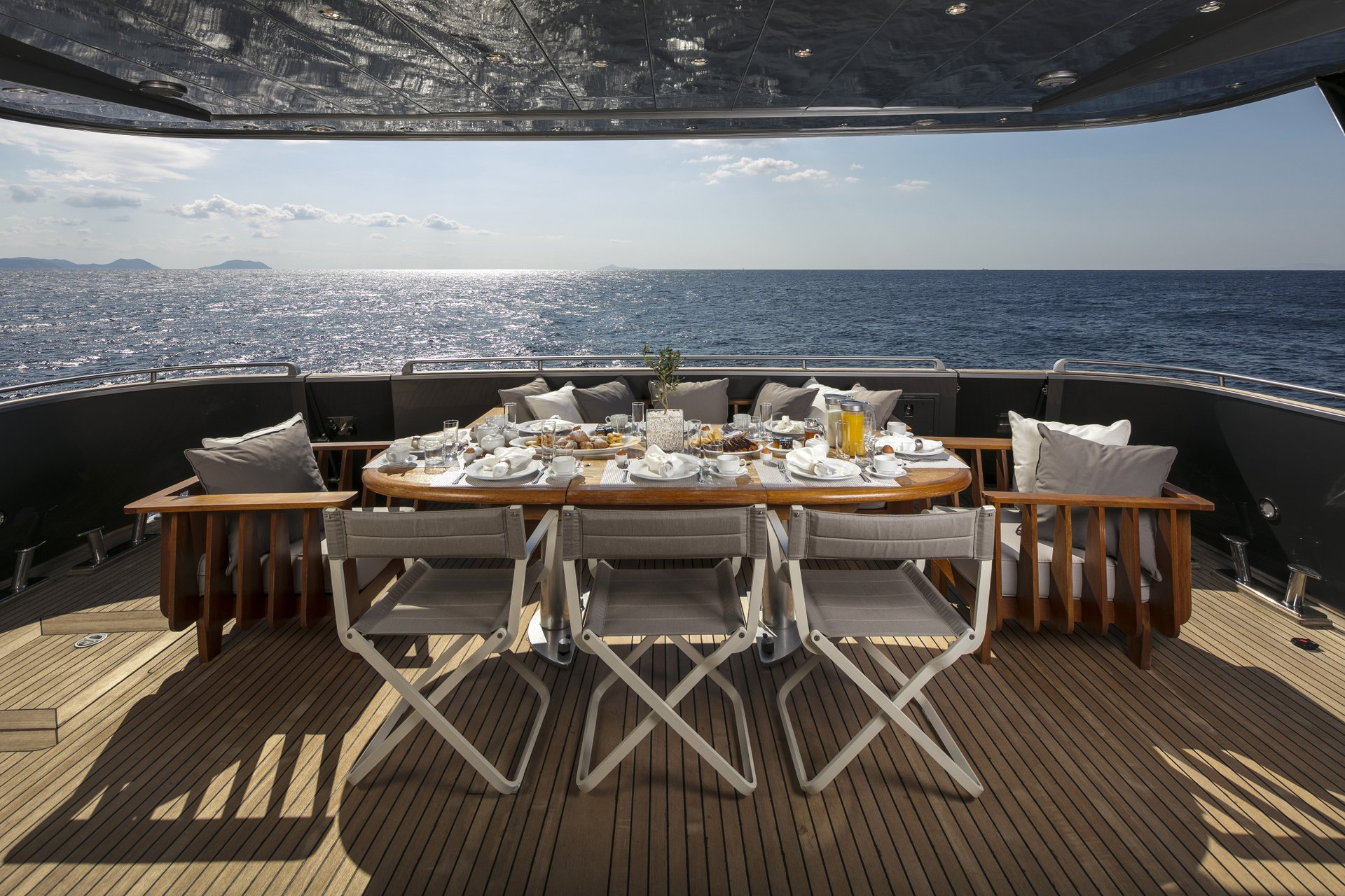 M/Y SUMMER DREAMS yacht for charter outdoor dining