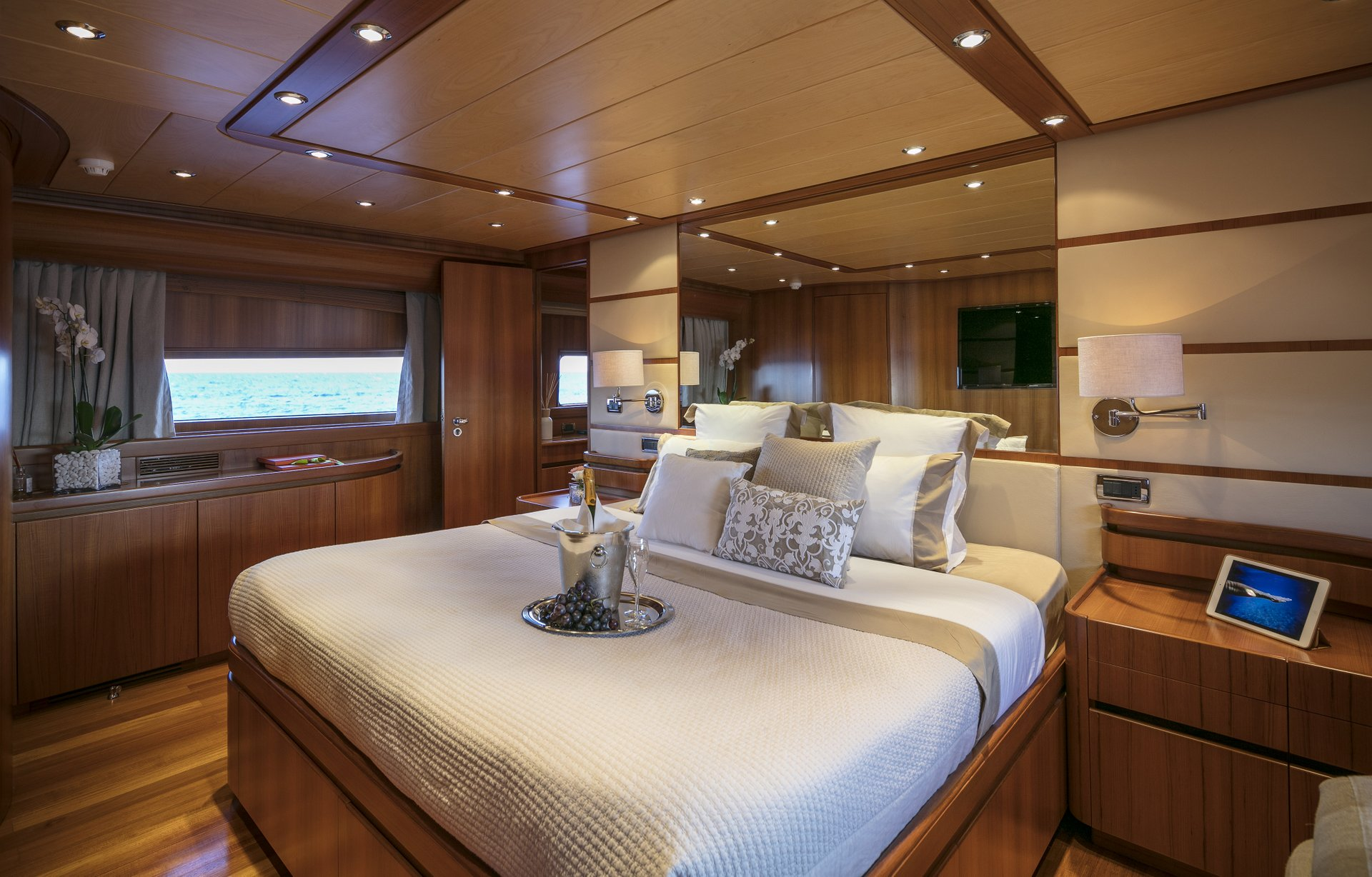 M/Y SUMMER DREAMS yacht for charter master bedroom