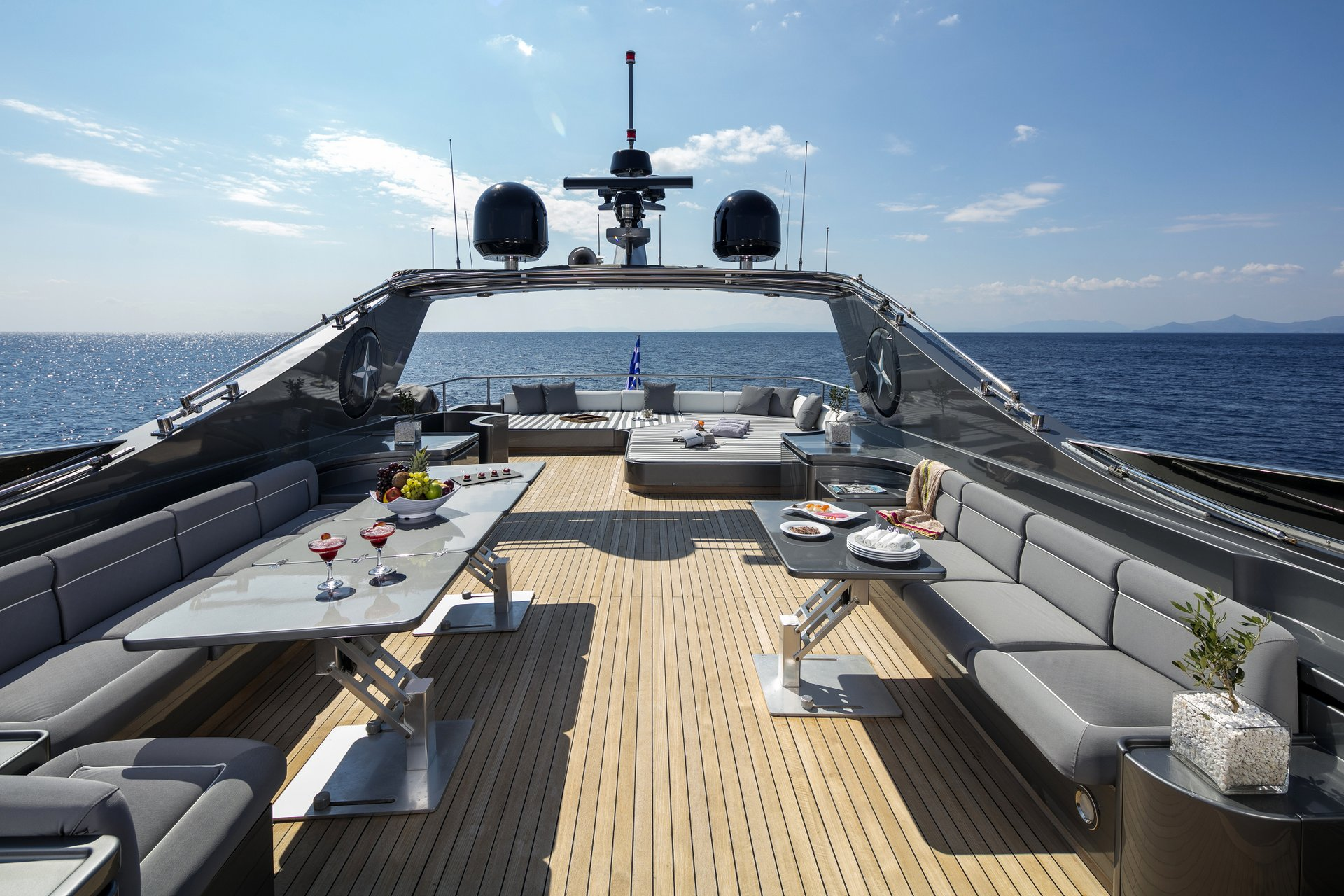M/Y SUMMER DREAMS yacht for charter top deck
