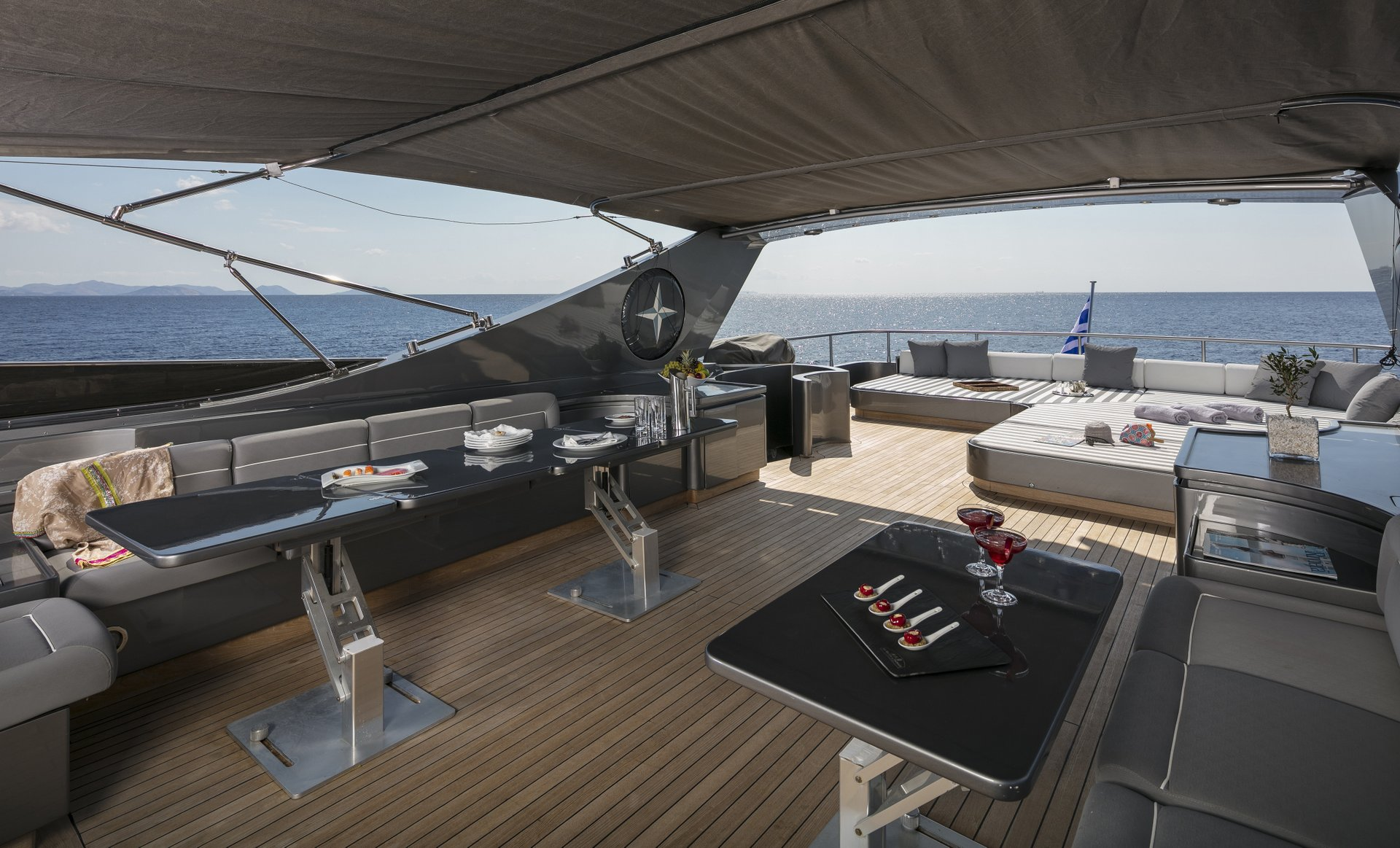 M/Y SUMMER DREAMS yacht for charter patio