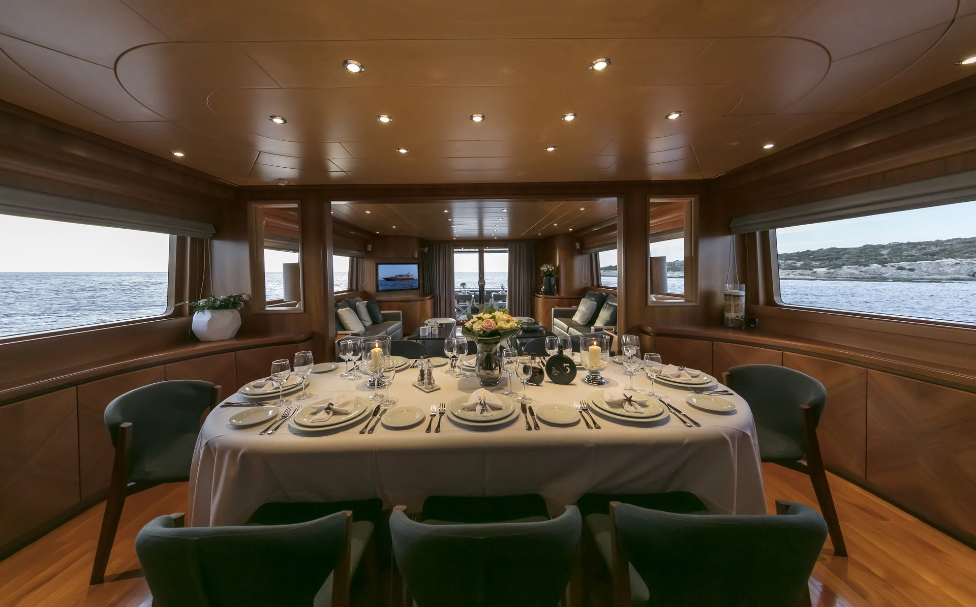 M/Y SUMMER DREAMS yacht for charter indoor dining