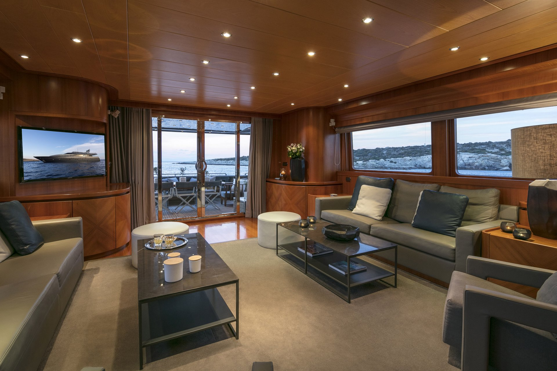 M/Y SUMMER DREAMS yacht for charter view of lounge