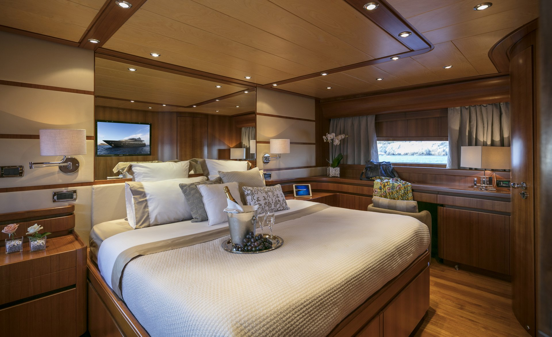 M/Y SUMMER DREAMS yacht for charter double bed