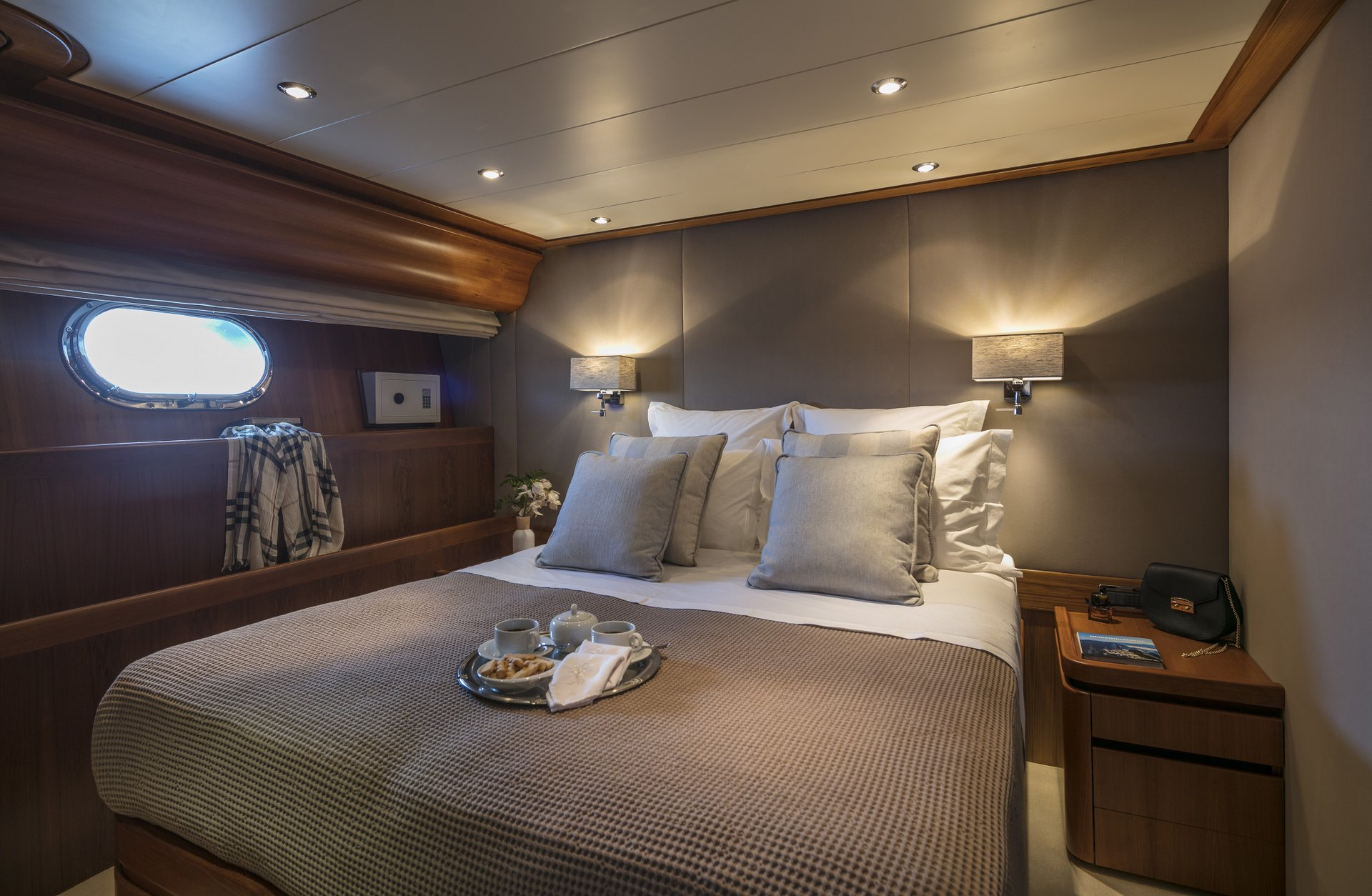 M/Y SUMMER DREAMS yacht for charter double cabin