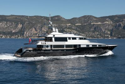 M/Y Silver Dream full view on the sea