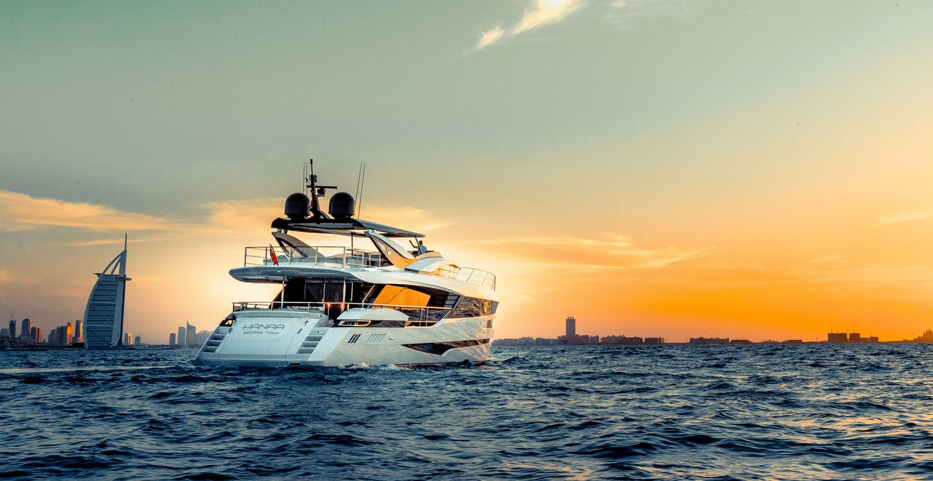 M/Y HANAA yacht for charter anchored in Dubai