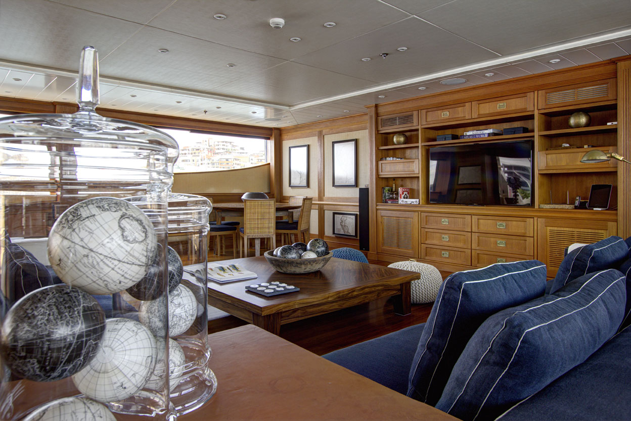 m/y azteca ii yacht for charter lounge area