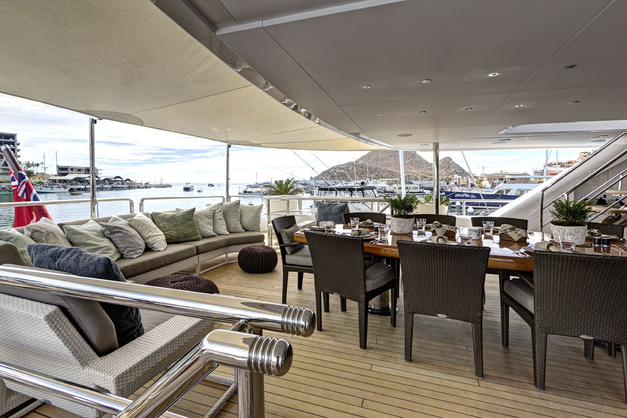 m/y azteca ii yacht for charter alfresco dining